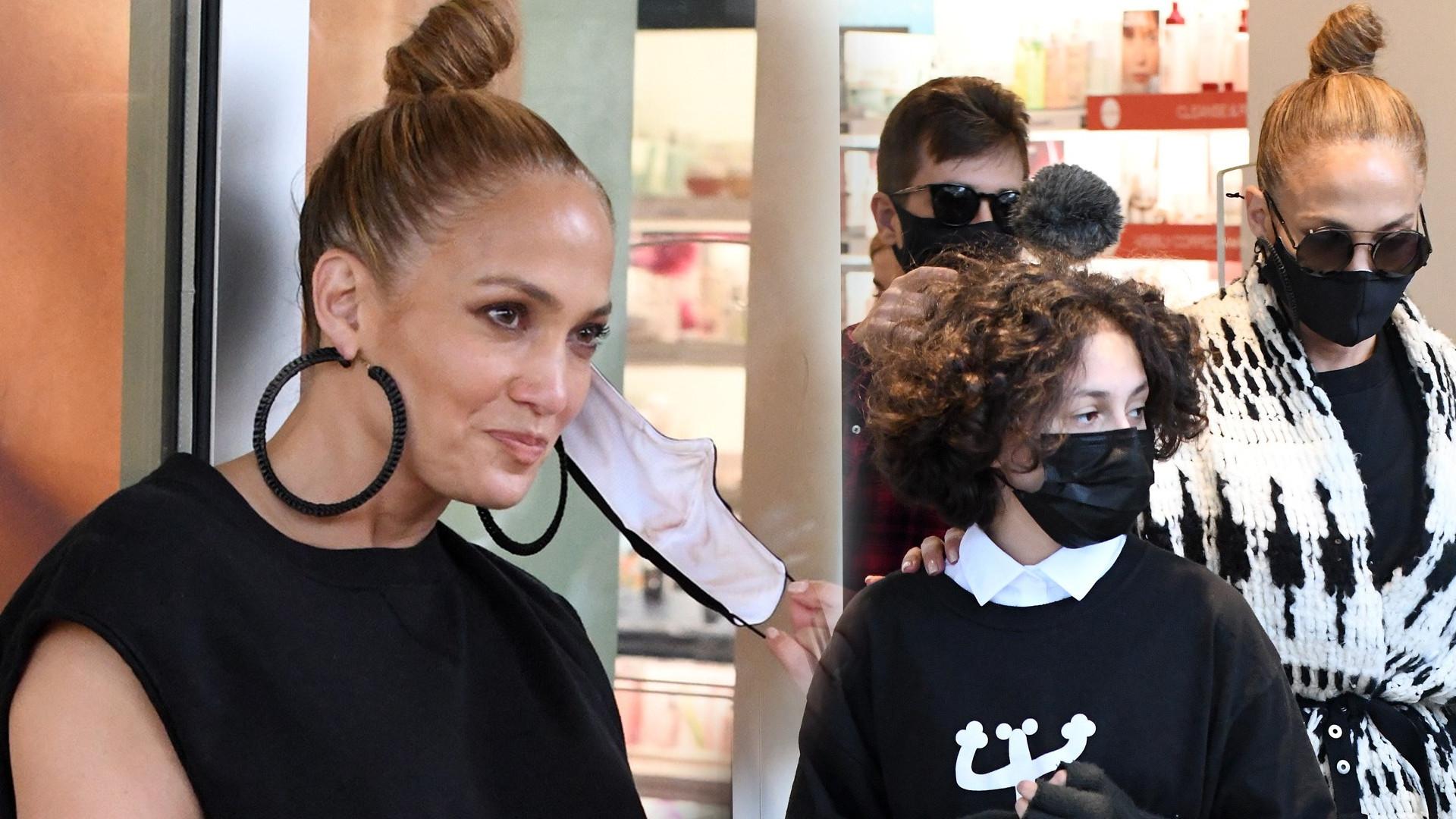 Jennifer Lopez w drogerii z narzeczonym i córką. Obok tych SPODNI nie dało się przejść obojętnie (ZDJĘCIA)