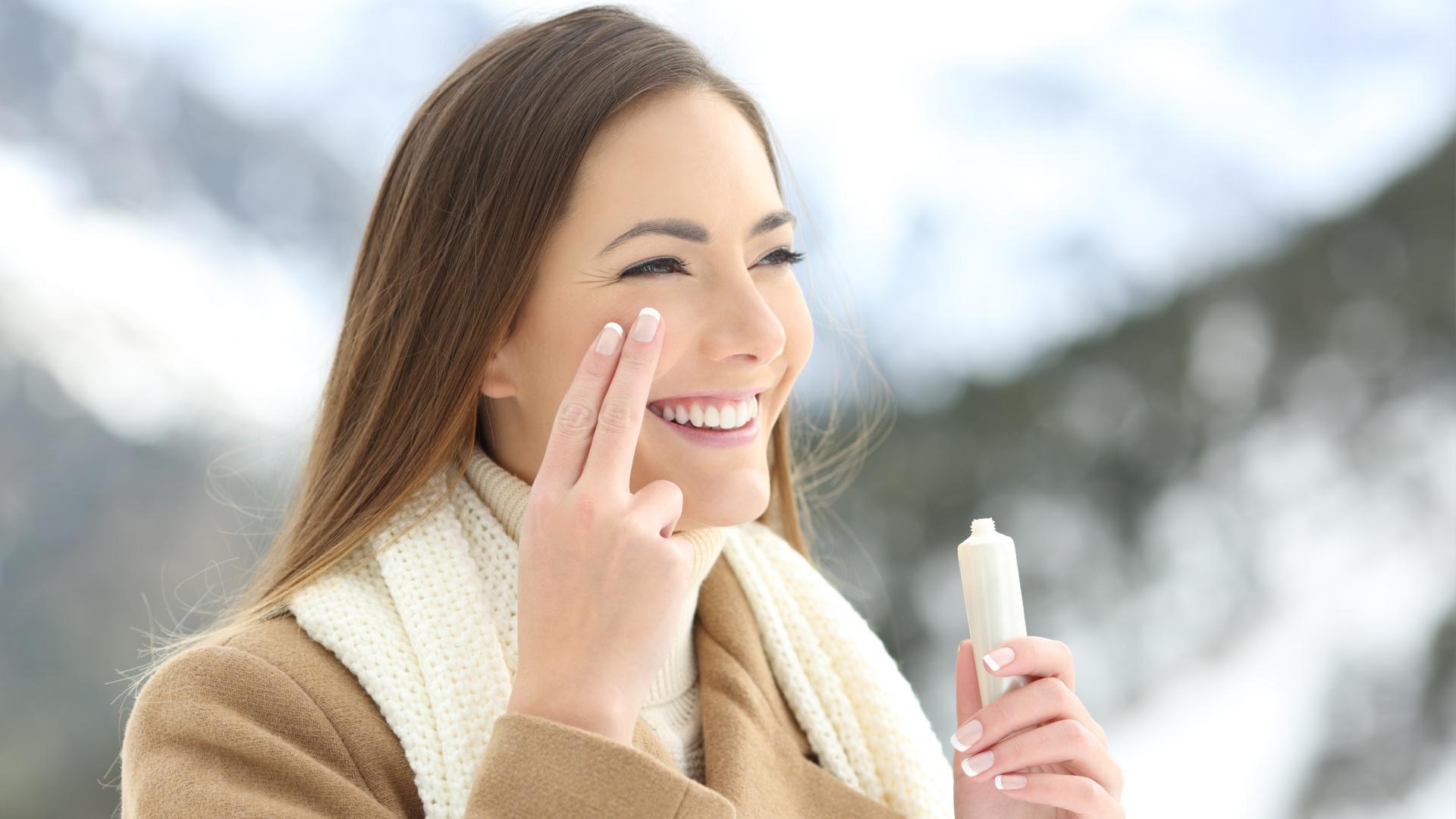 Czego potrzebuje Twoja skóra zimą? Oto podstawy pielęgnacji
