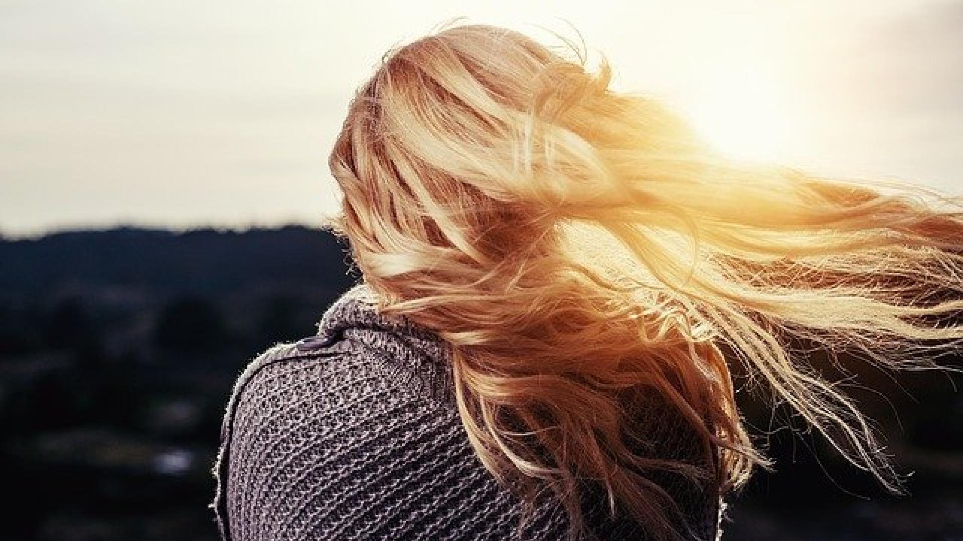 Skóra Twojej głowy jest sucha i się łuszczy? Być może popełniasz TE błędy