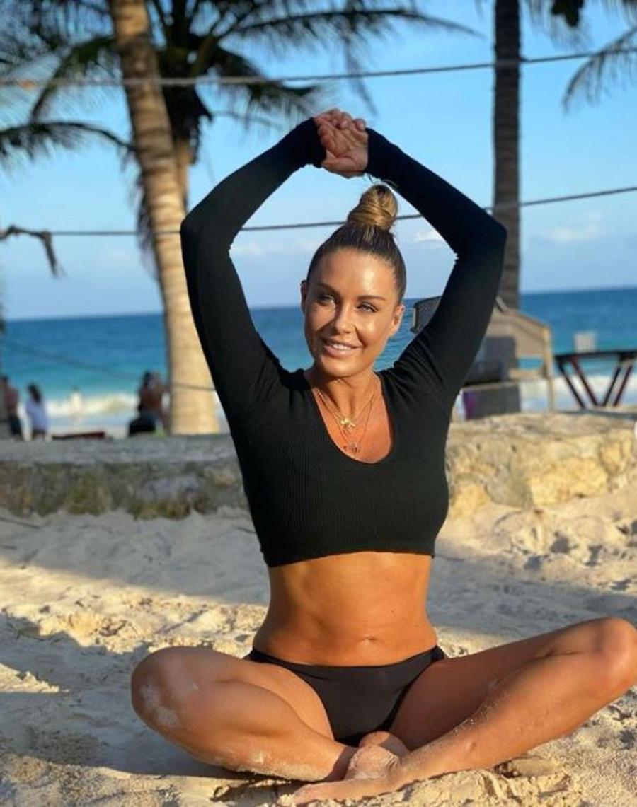 Małgorzata Rozenek pokazuje wyćwiczony brzuch po porodzie.