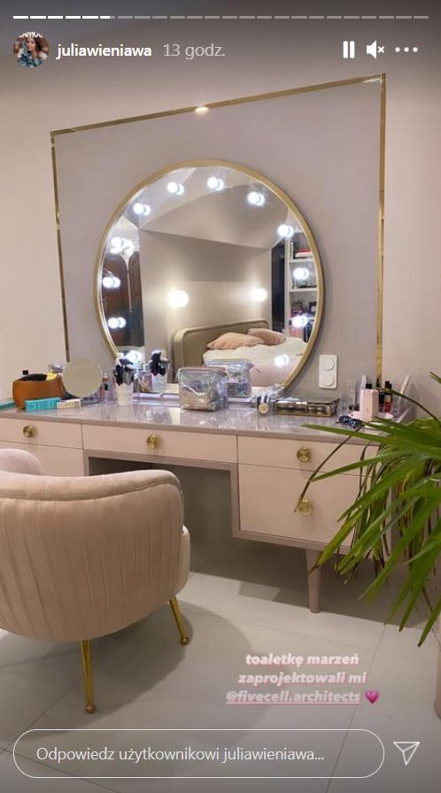 Toaletka w stylu glamour Julii Wieniawy.