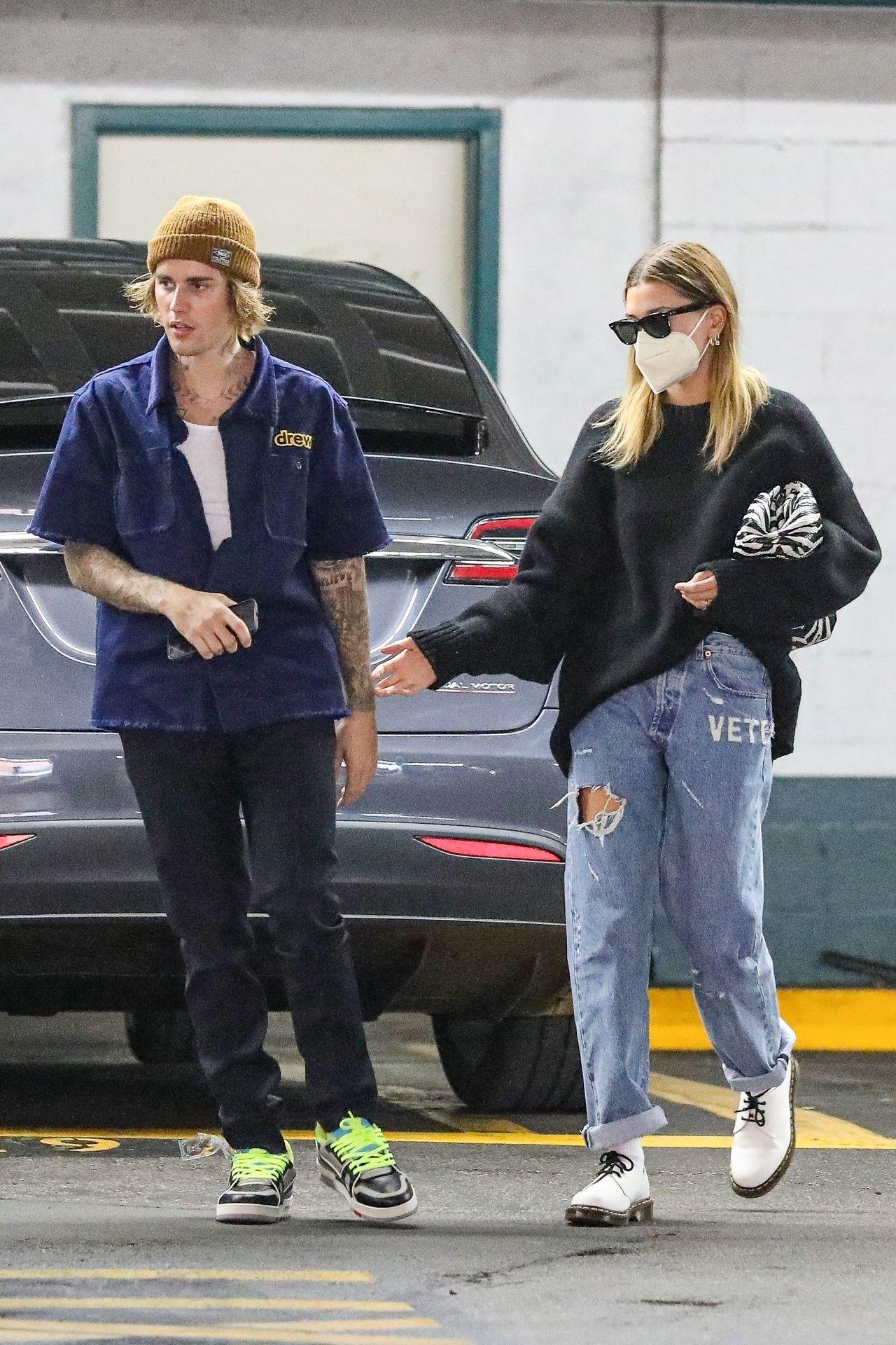 Justin Bieber, Hailey Bieber na parkingu