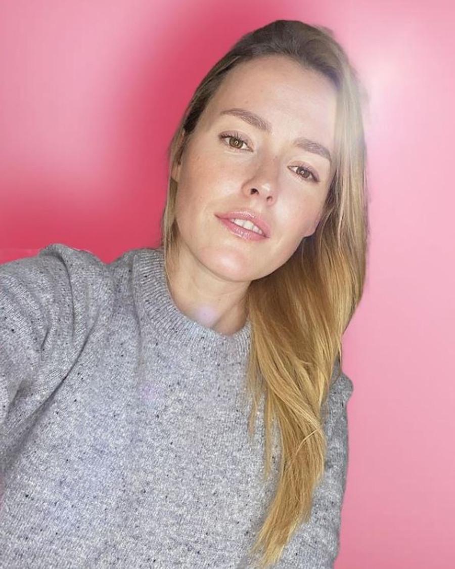 Olga Frycz w dłuższych włosach.