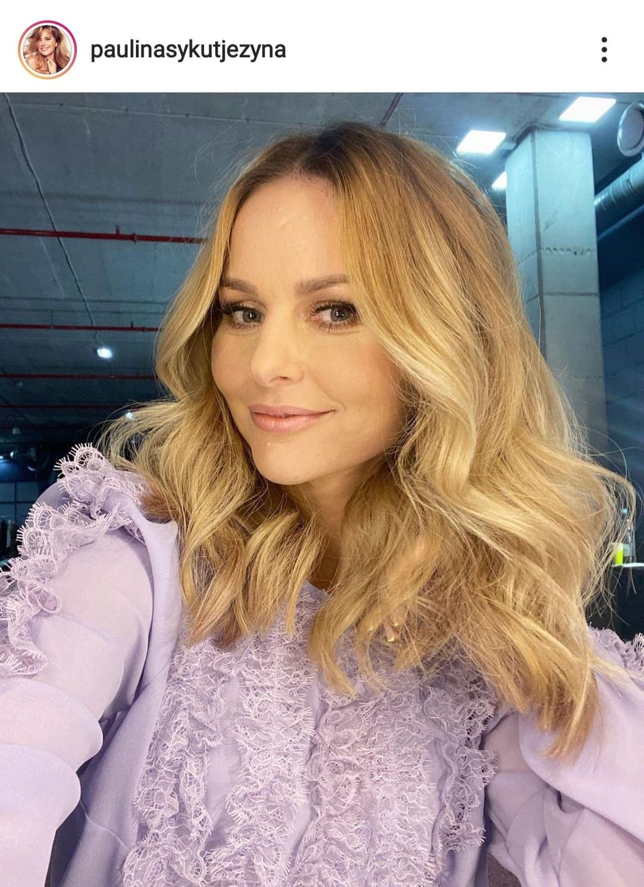 Paulina Sykut-Jeżyna w fioletowej bluzce