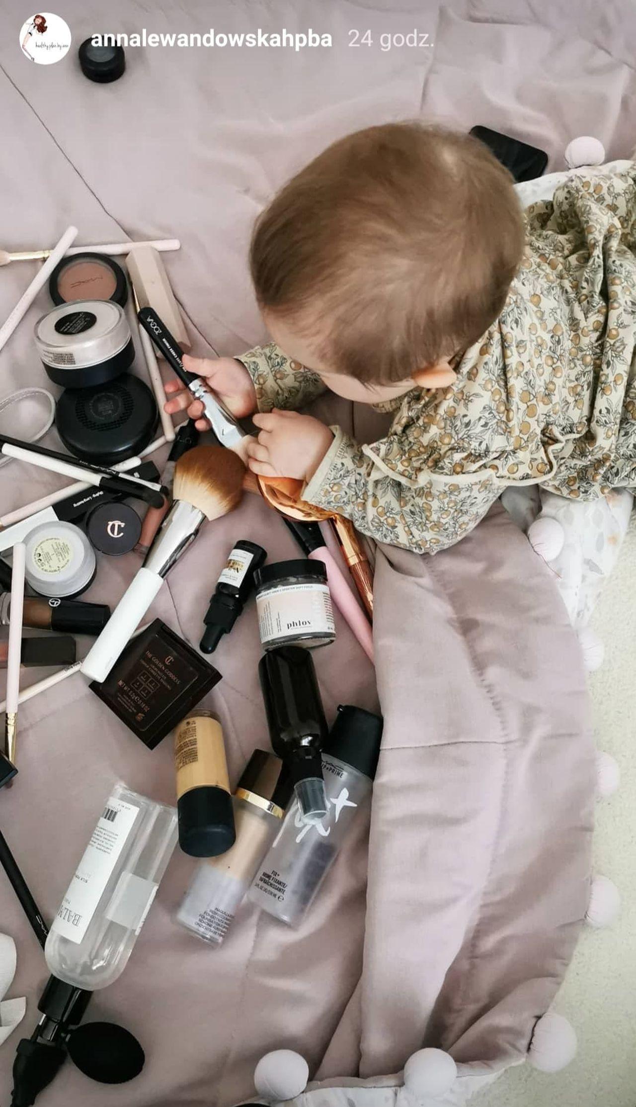 Laura Lewandowska zainteresowana kosmetykami.