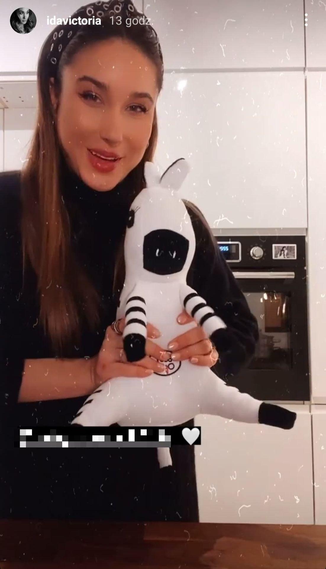 Ida Nowakowska pokazała zabawkę dla dziecka