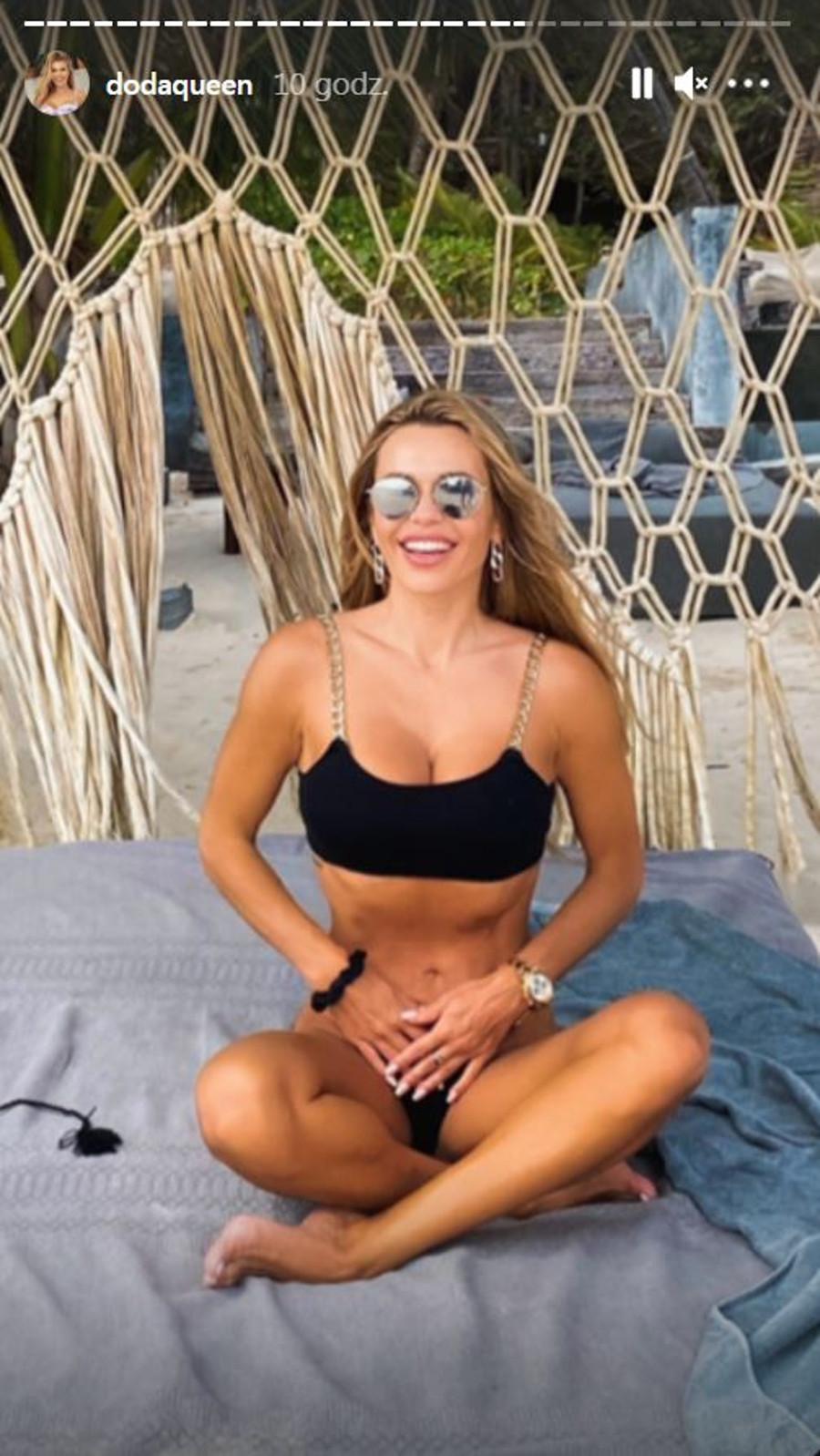 Doda w kusym bikini w Meksyku.