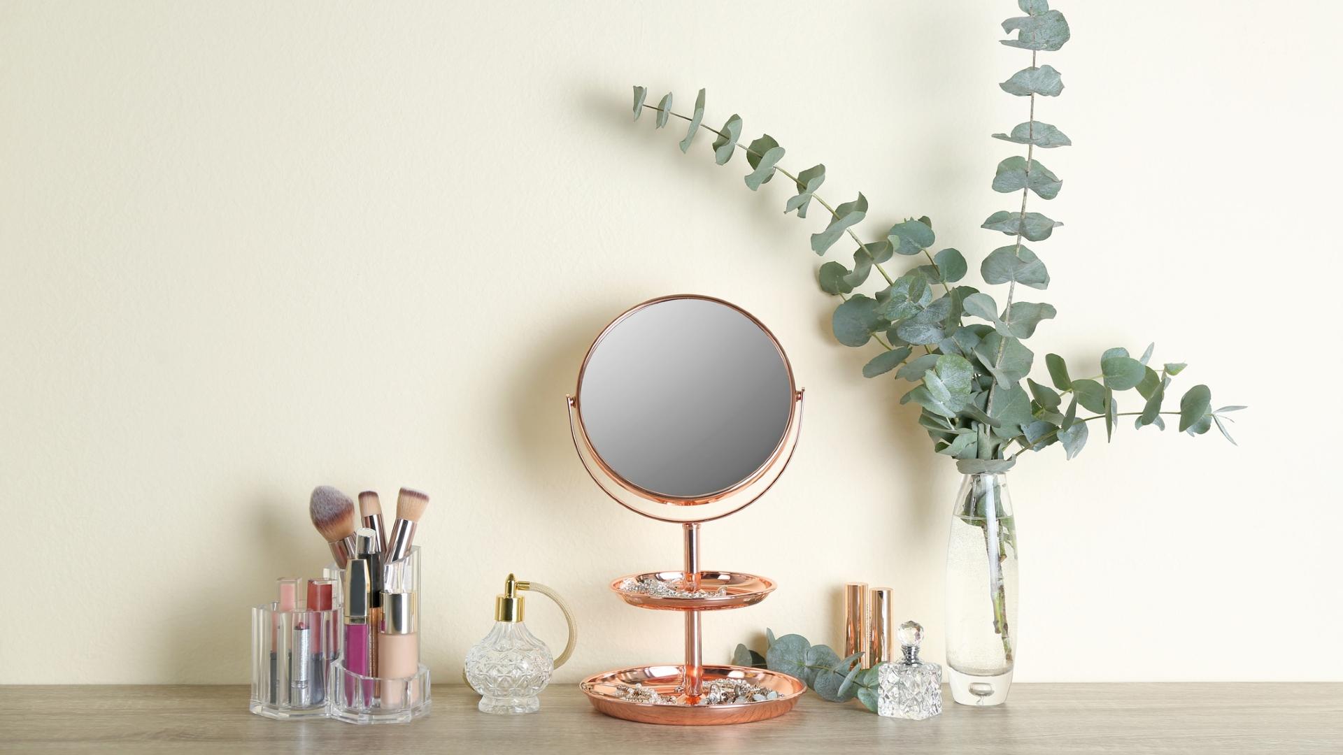 Jakie kosmetyki zawsze warto mieć w kosmetyczce?