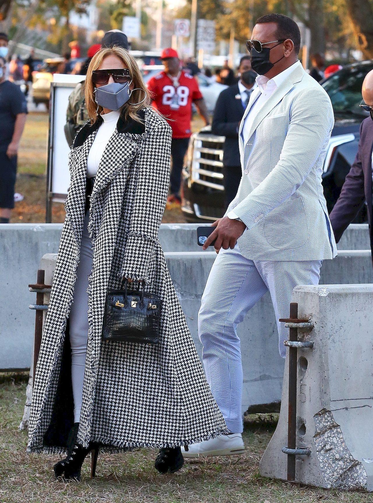 Jennifer Lopez z narzeczonym idzie na Super Bowl