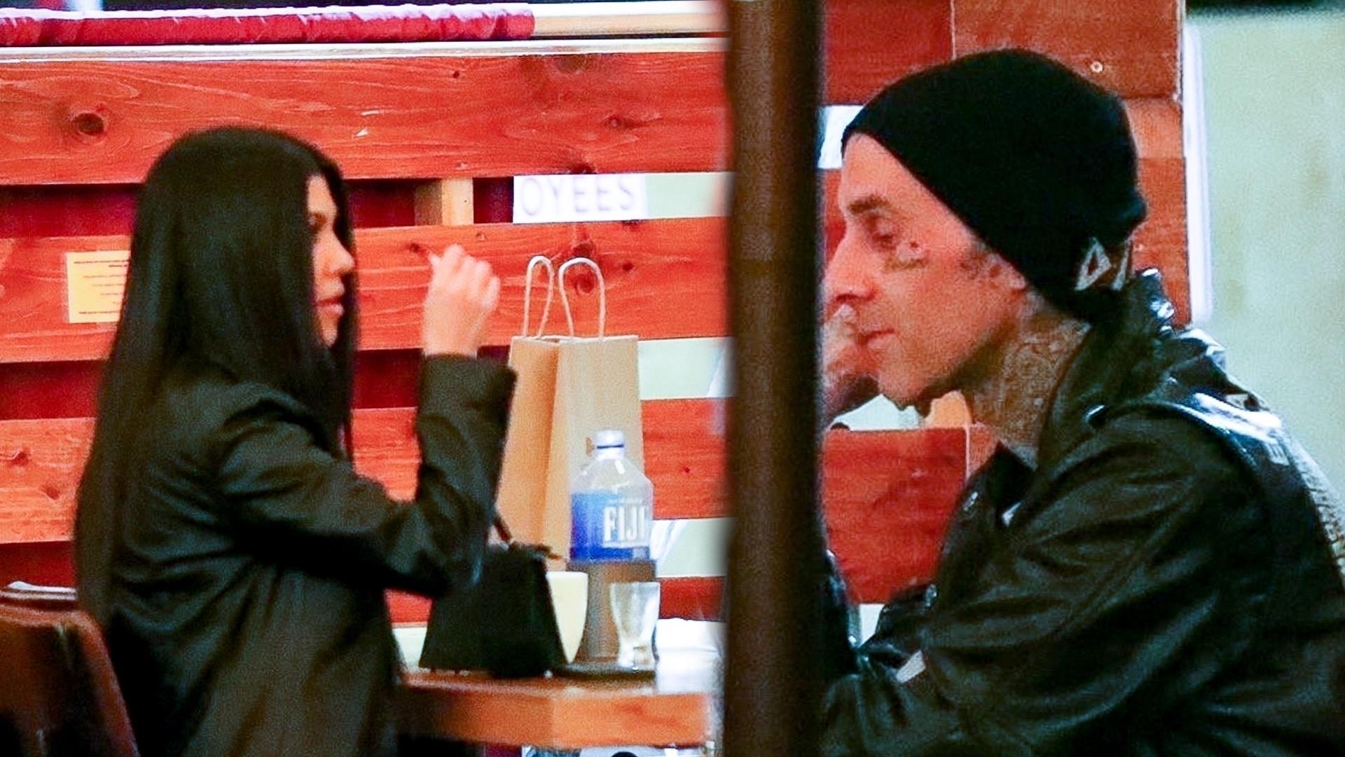 Kourtney Kardashian i Travis Barker trzymają się za ręce