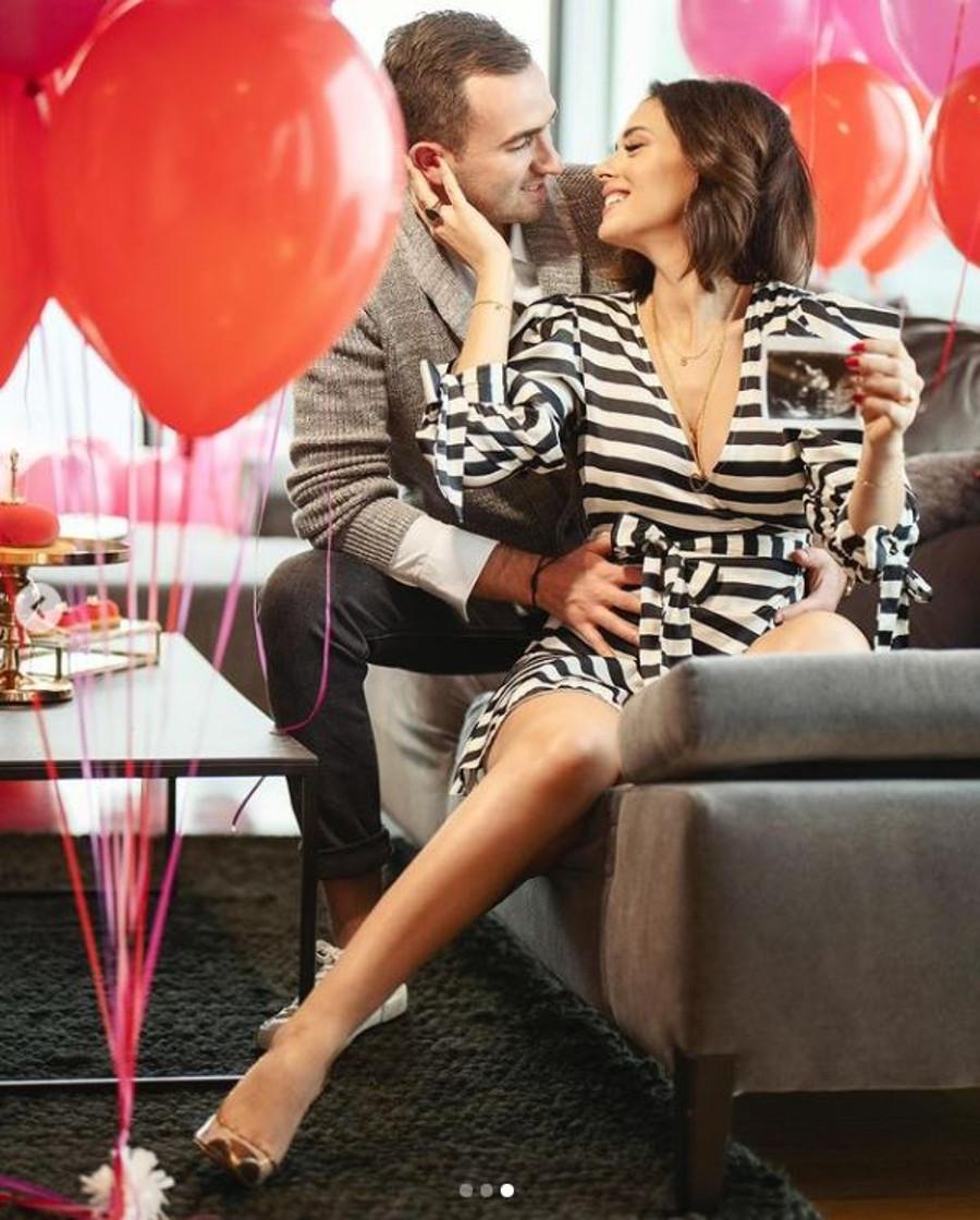 Klaudia Halejcio z partnerem informują o ciąży aktorki.