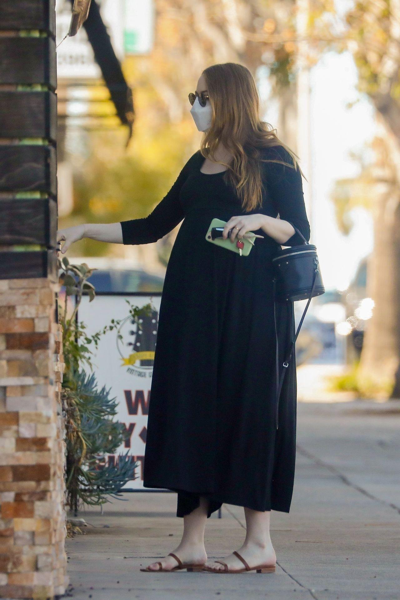 Emma Stone wchodzi do budynku