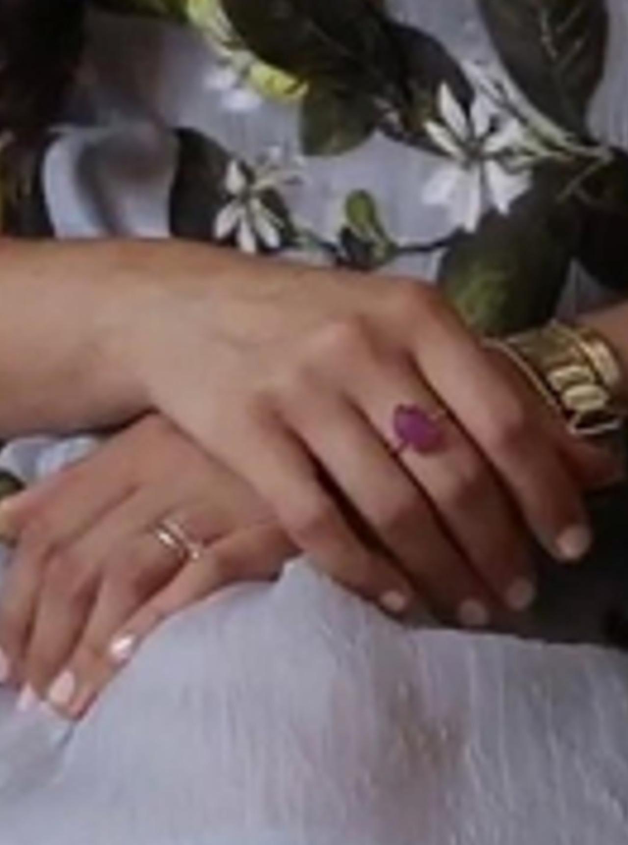 Różowy szafir na palcu Meghan Markle.