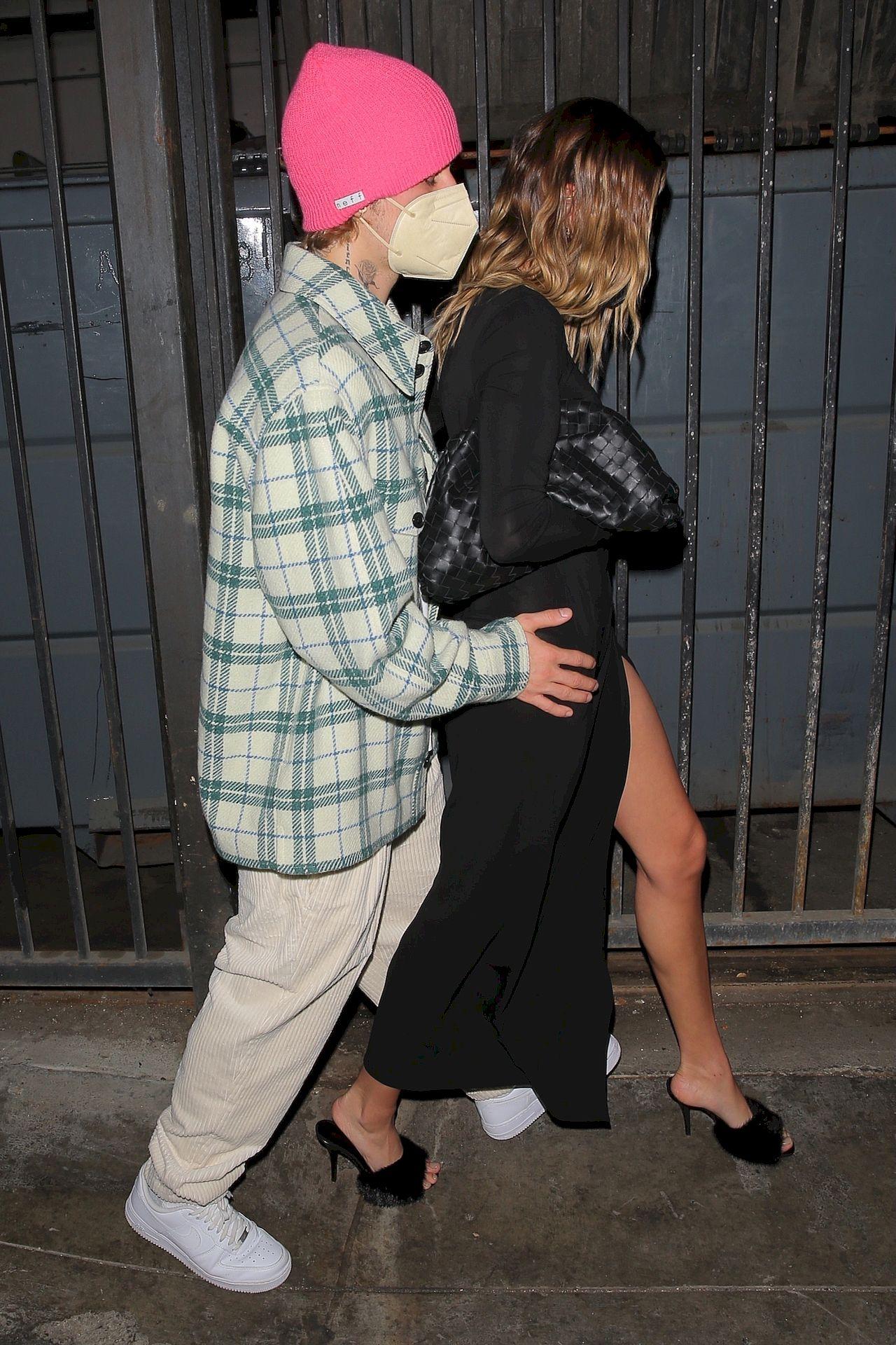 Hailey Bieber w seksownej kreacji