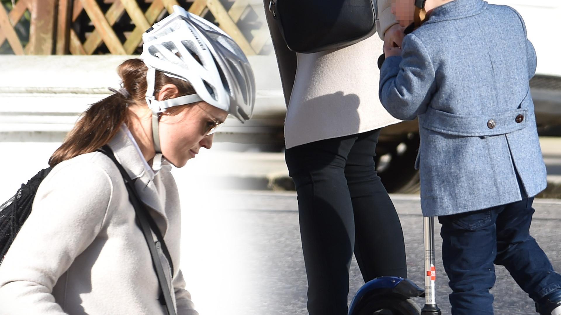 Ciężarna Pippa Middleton z synkiem na hulajnodze. Jaki elegancki! (ZDJĘCIA)