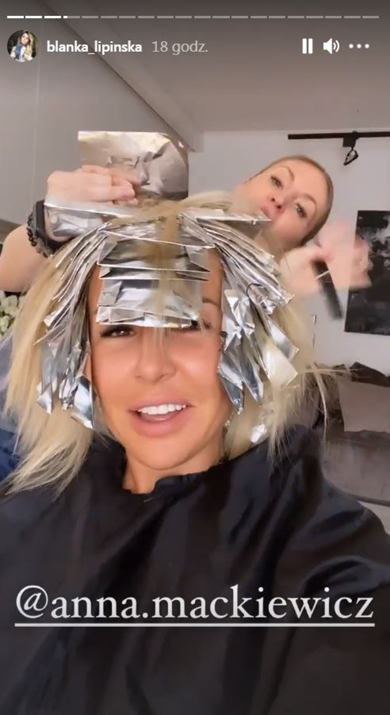 Blanka Lipińska wie, że fani zazdroszczą jej tego, że nie musi myć włosów codziennie.