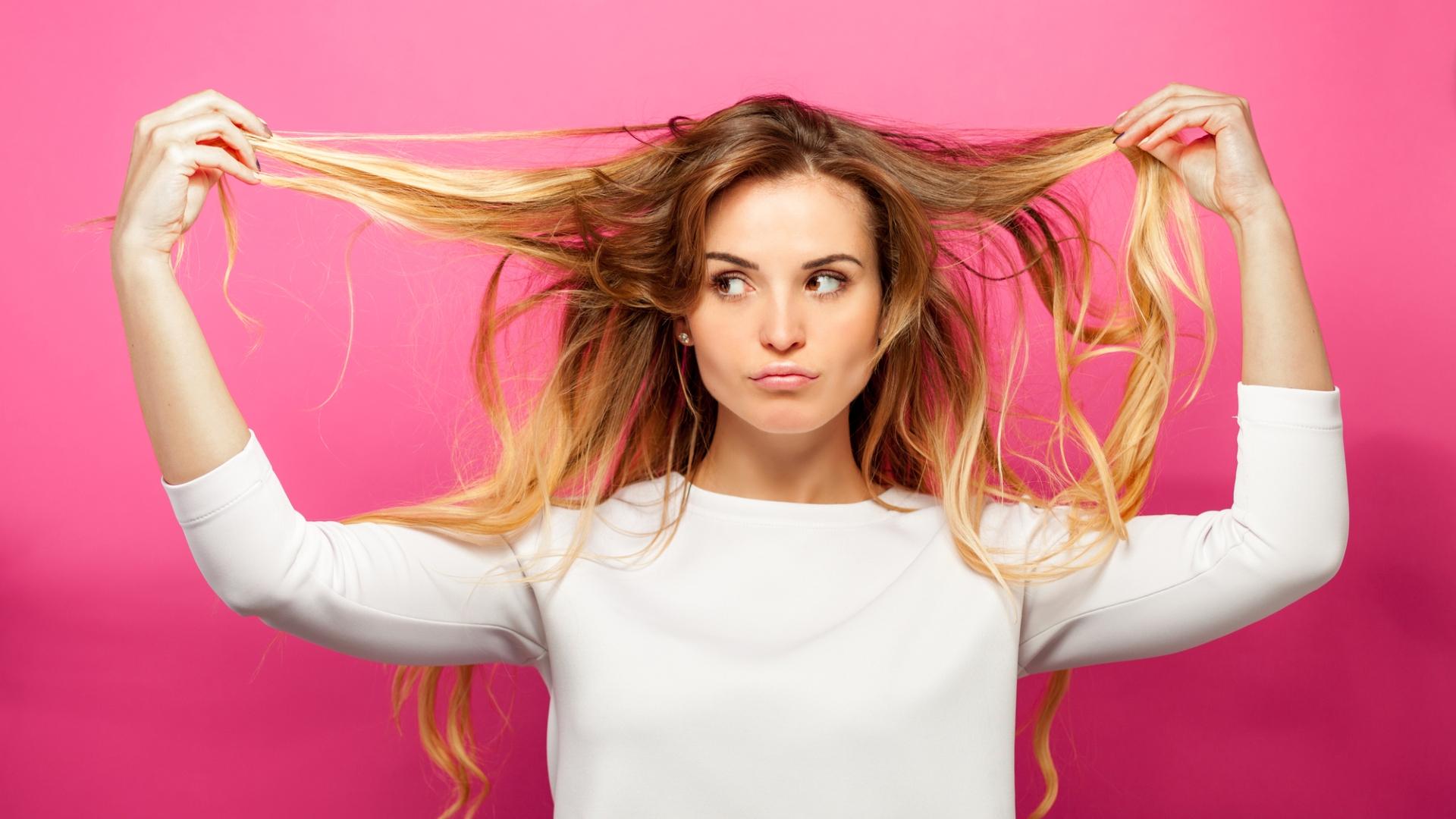 Jak dbać o włosy o różnej porowatości? Oto kilka przydatnych porad