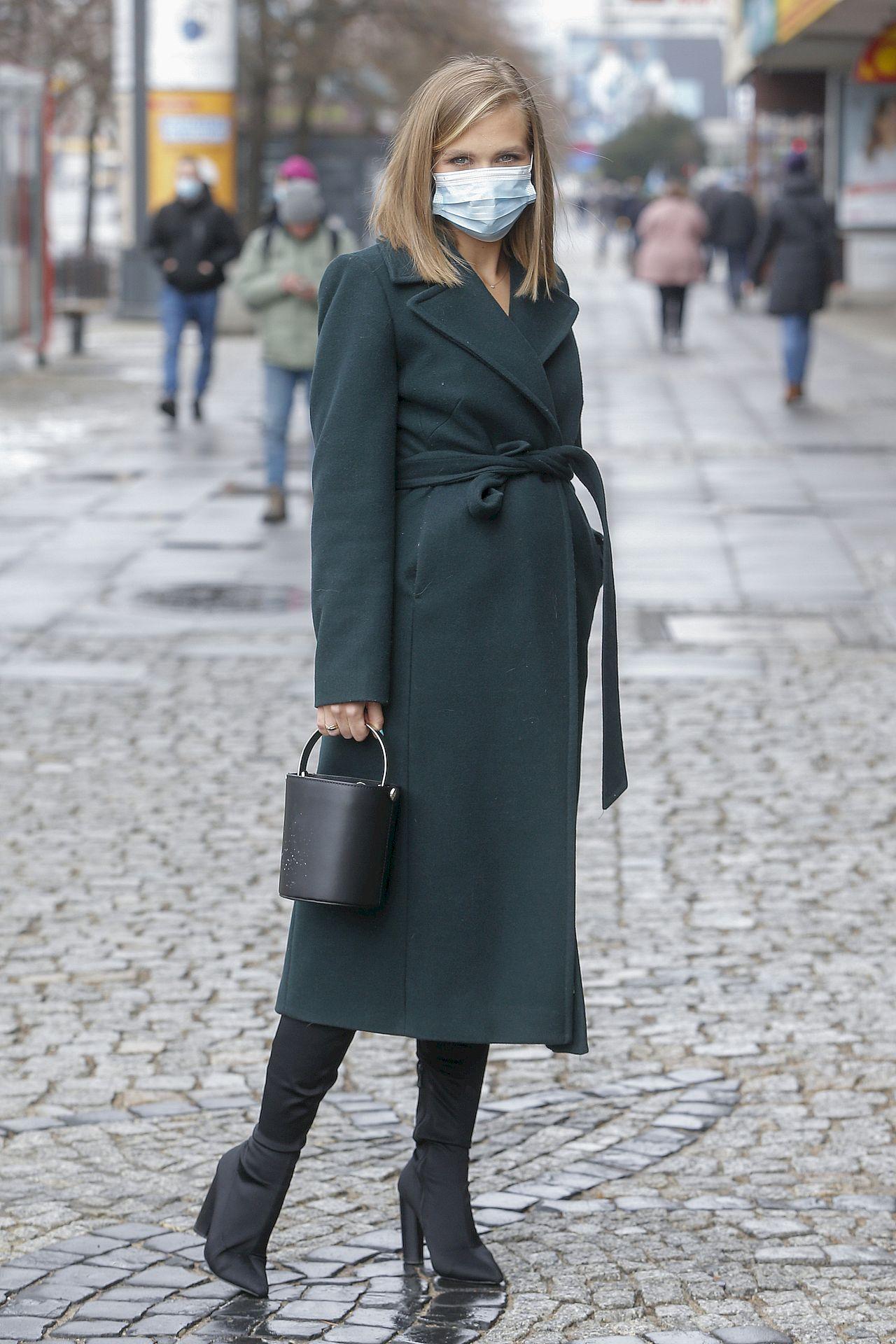 Agnieszka Kaczorowska w modnym płaszczu