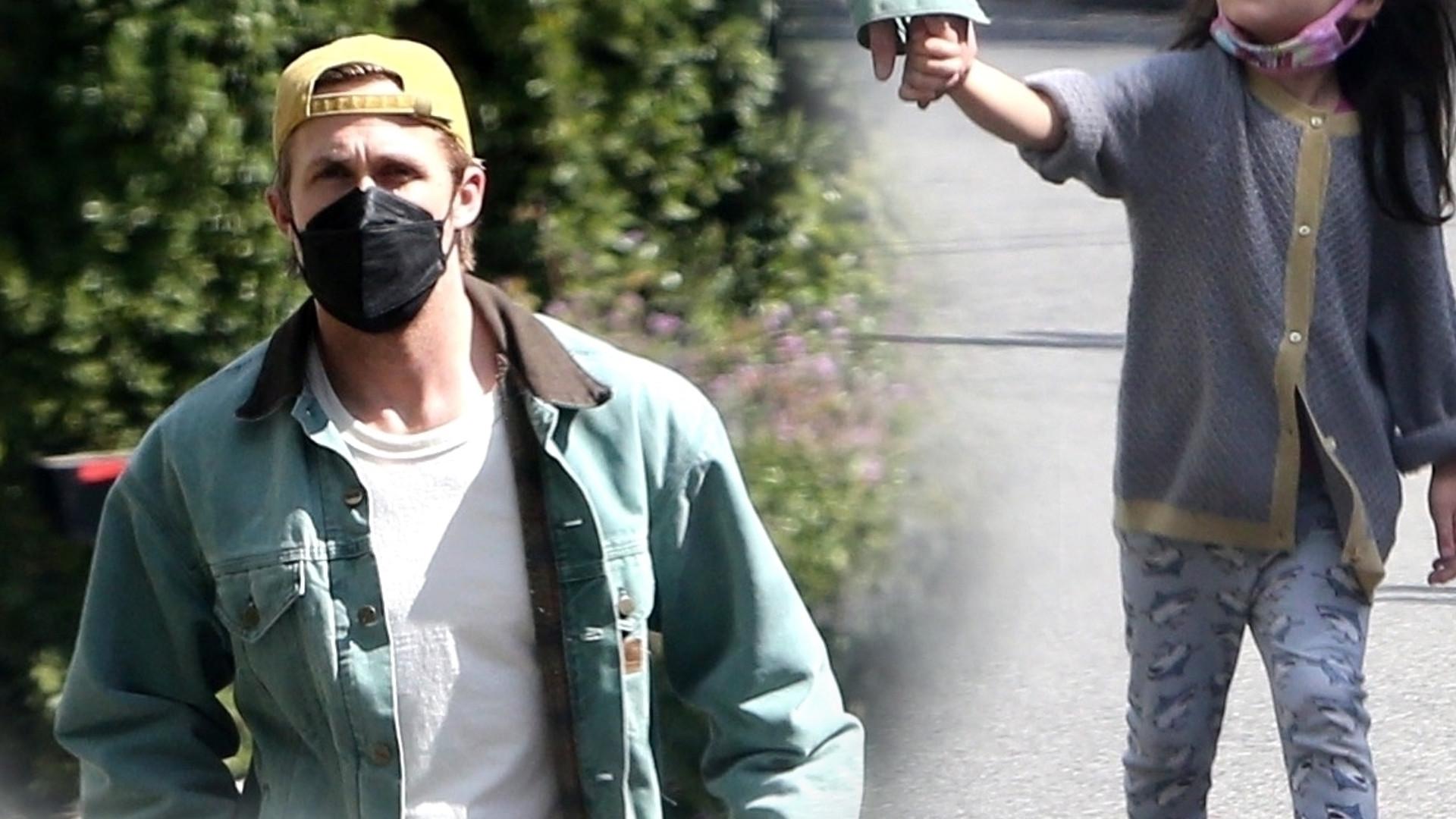 Dawno niewidziany Ryan Gosling z córeczką na spacerze. Jest podobna do mamy (ZDJĘCIA)