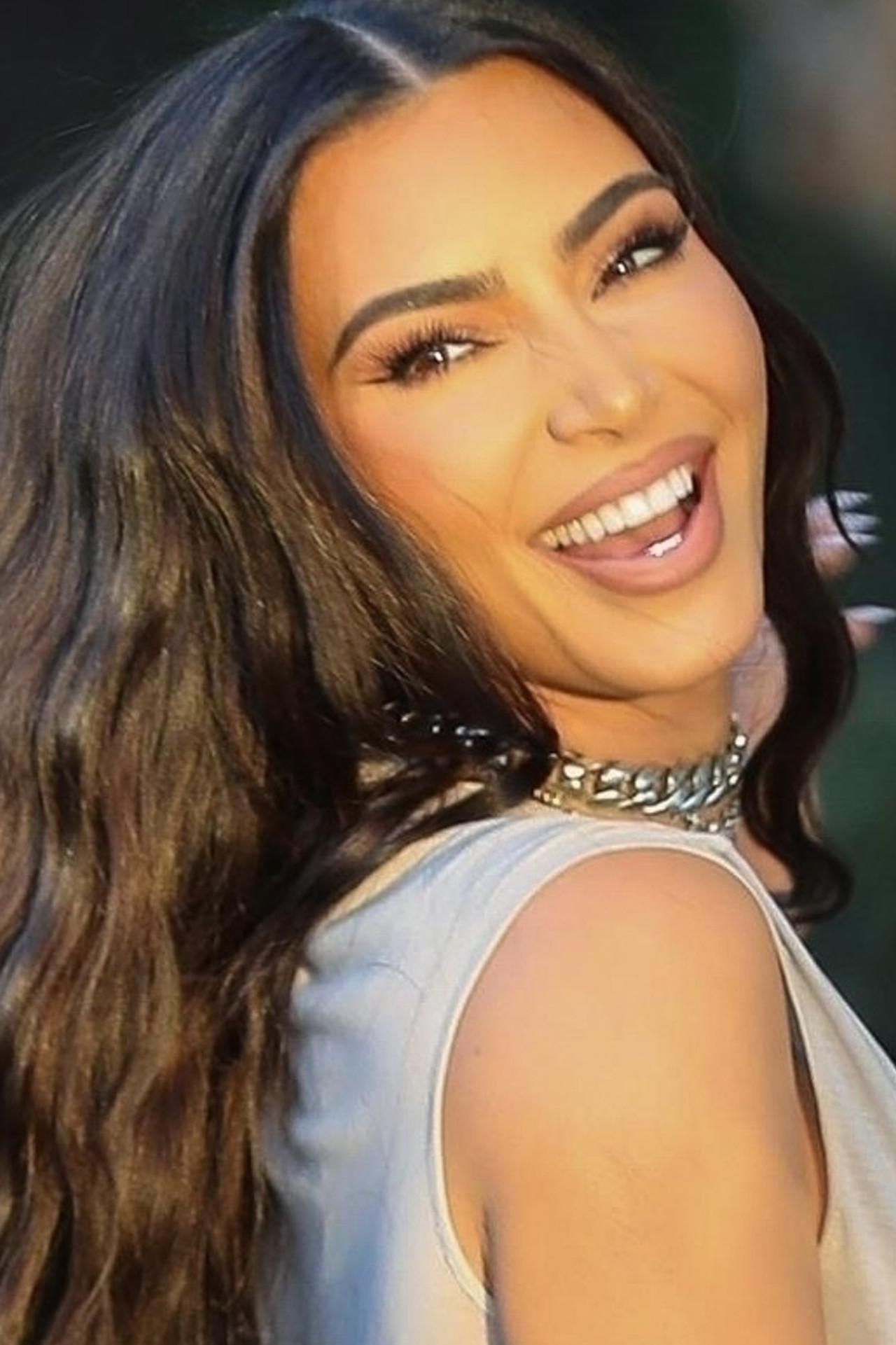 Uśmiechnięta Kim Kardashian nie przejmuje się rozwodem.