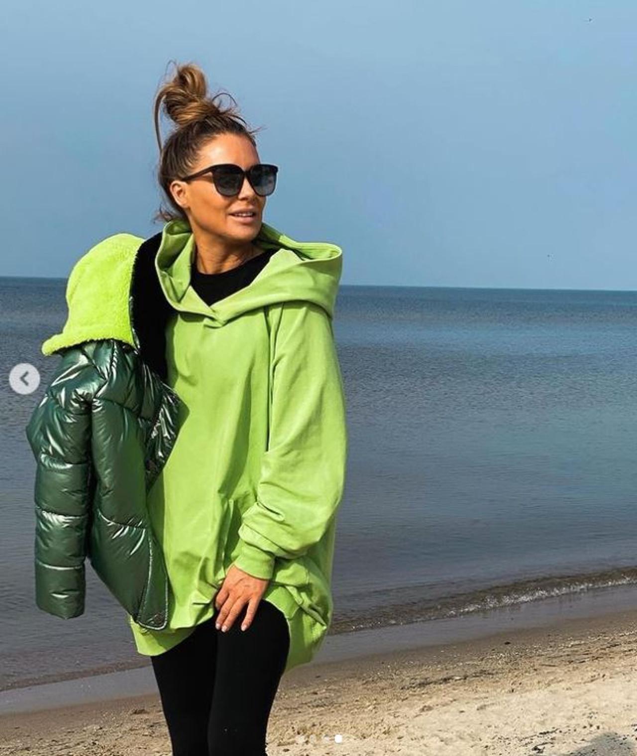 Małgorzata Rozenek nad morzem.