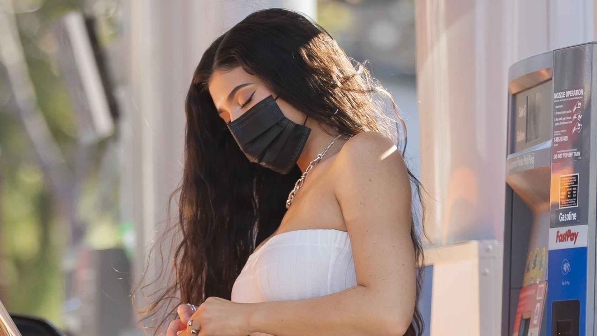 Kylie Jenner tankuje samochód. Pracownicy chyba ONIEMIELI, gdy to zobaczyli (ZDJĘCIA)
