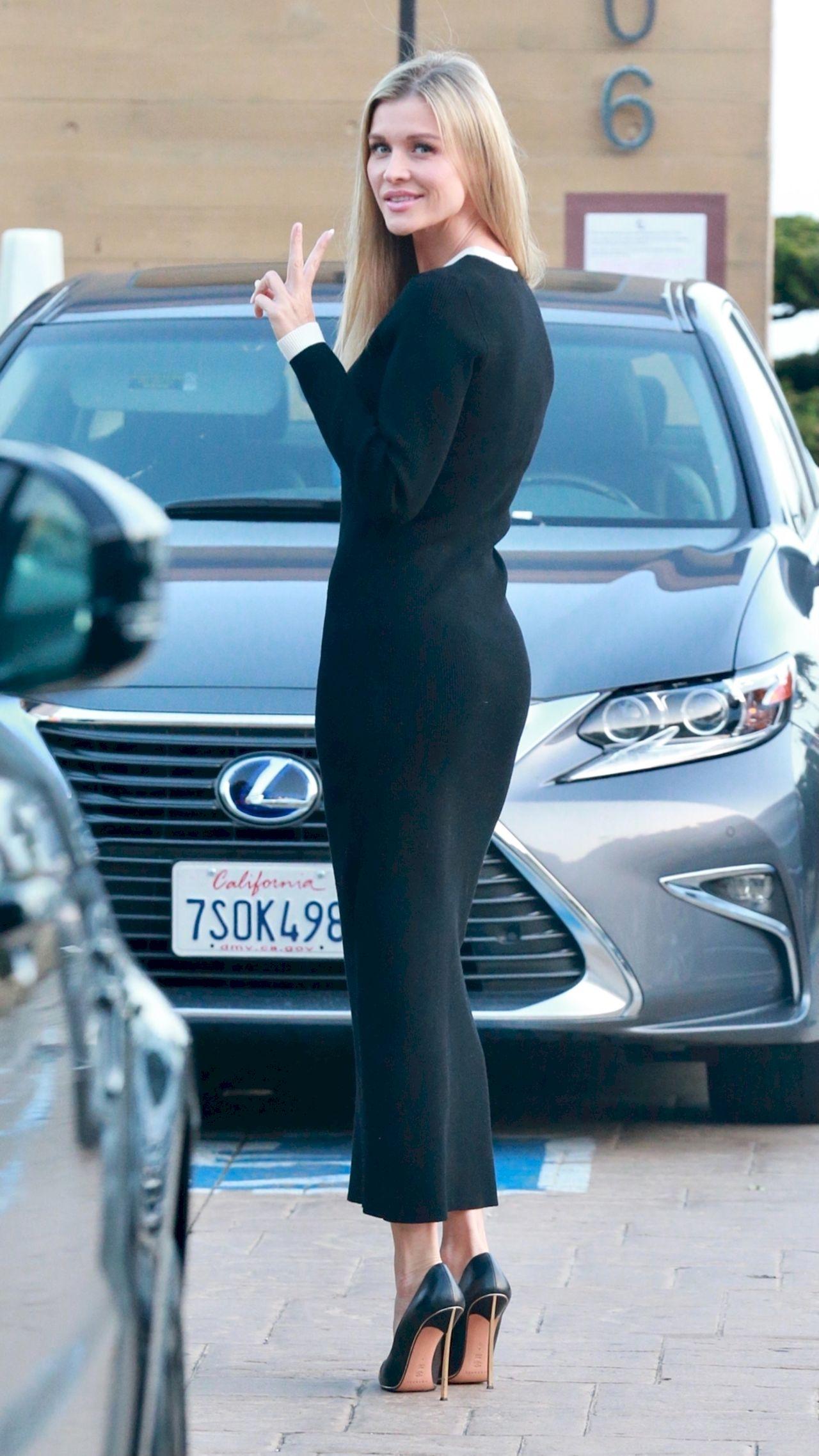 Joanna Krupa w obcisłej sukience