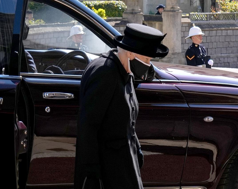 Królowa Elżbieta na pogrzebie księcia Filipa