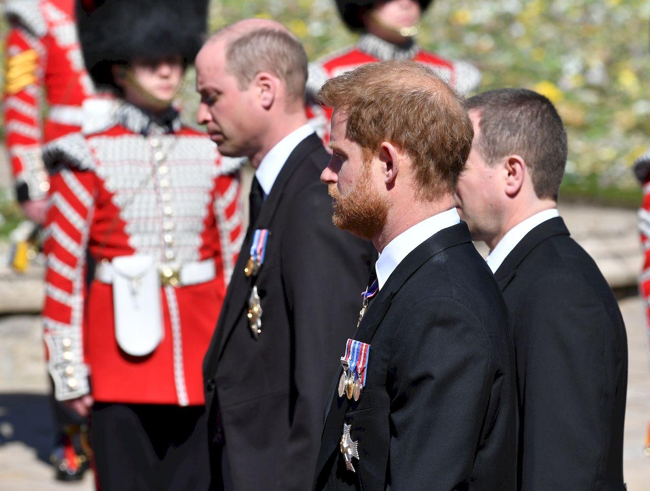 William i Harry na pogrzebie księcia Filipa