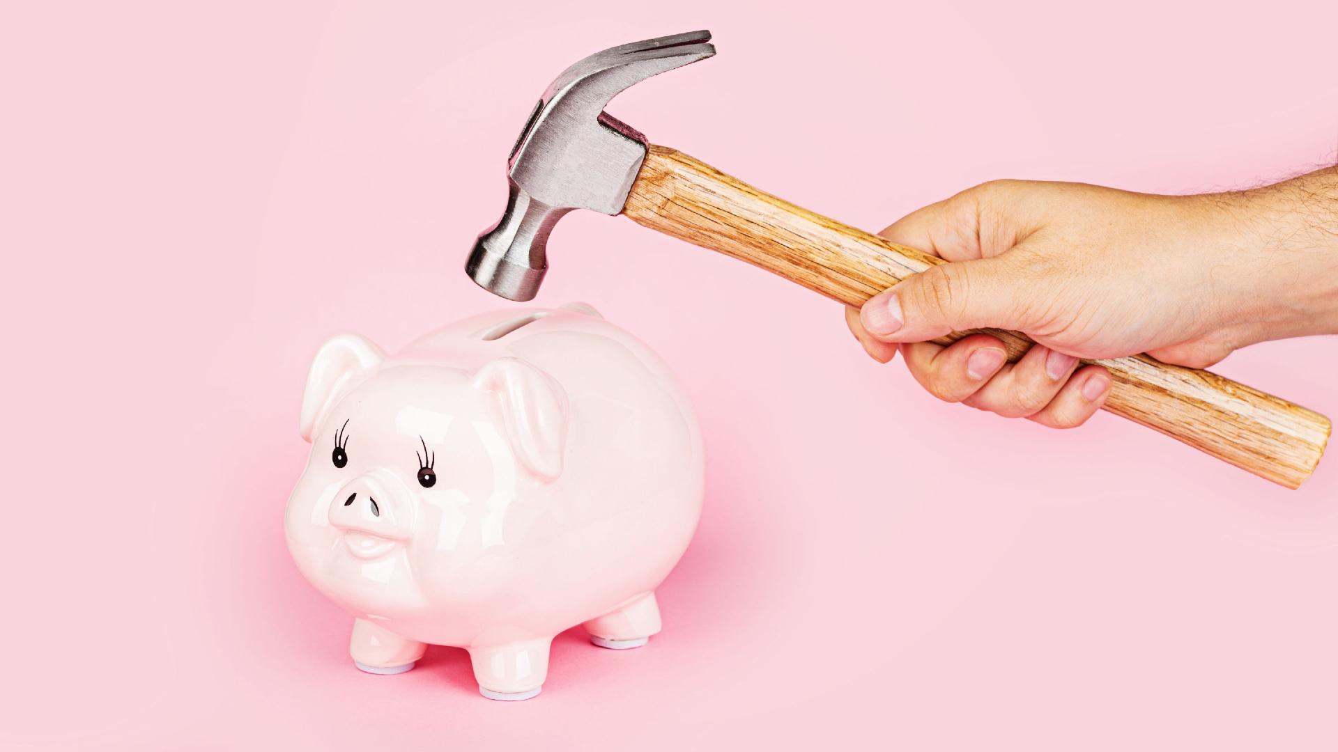 Czy warto pożyczać pieniądze od bliskich osób?
