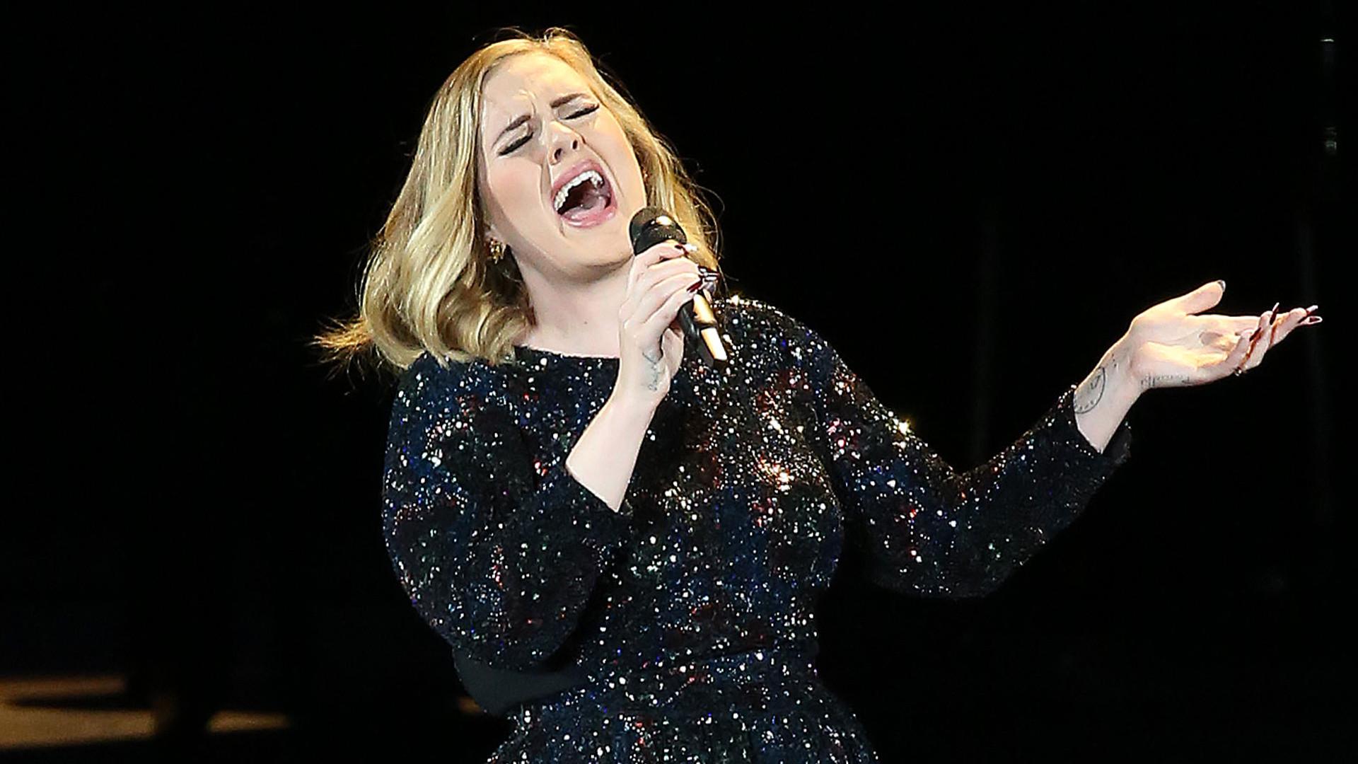 Chudsza o 45 kg Adele pojawiła się na meczu NBA