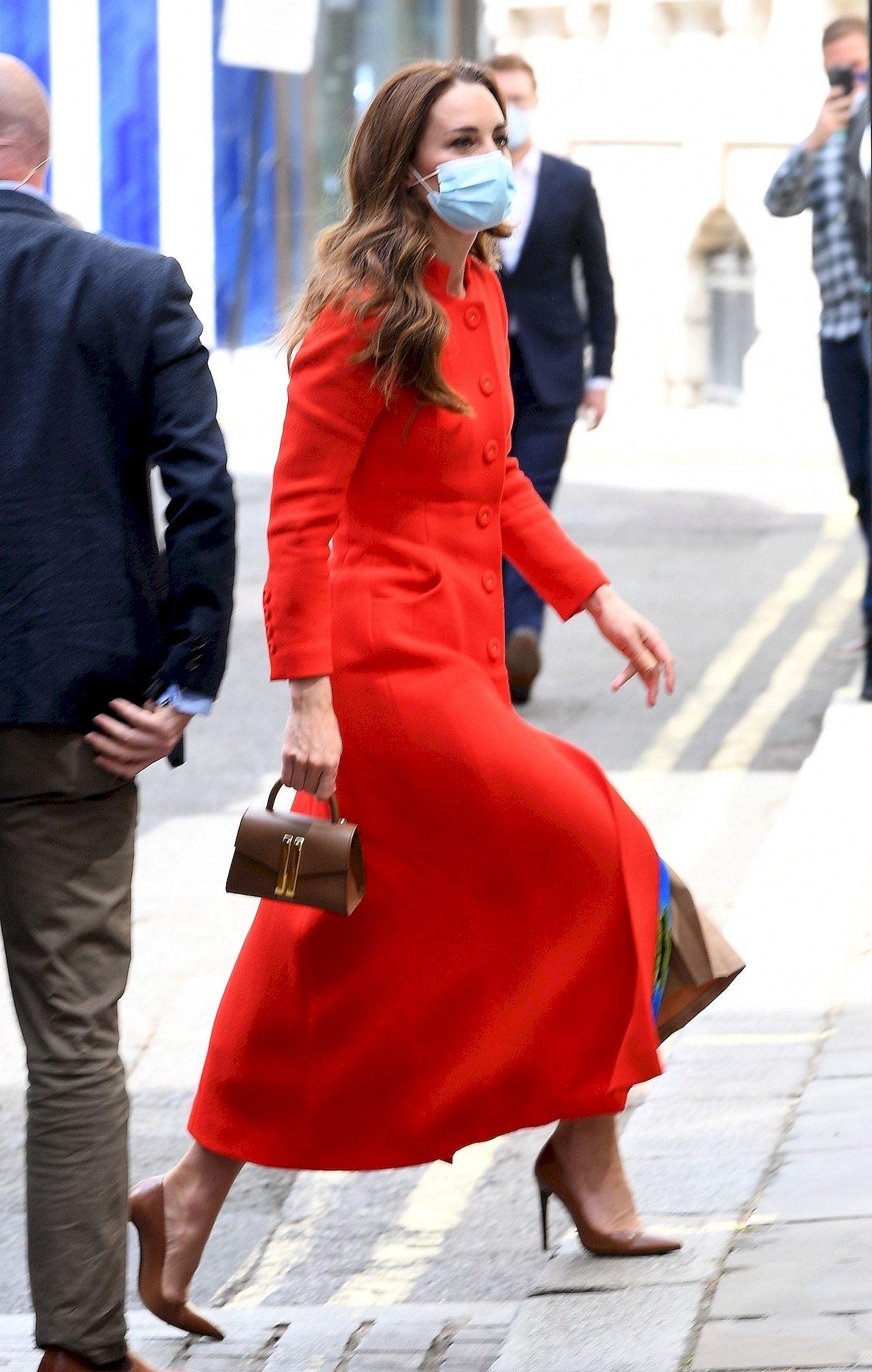 Księżna Kate w modnym płaszczu