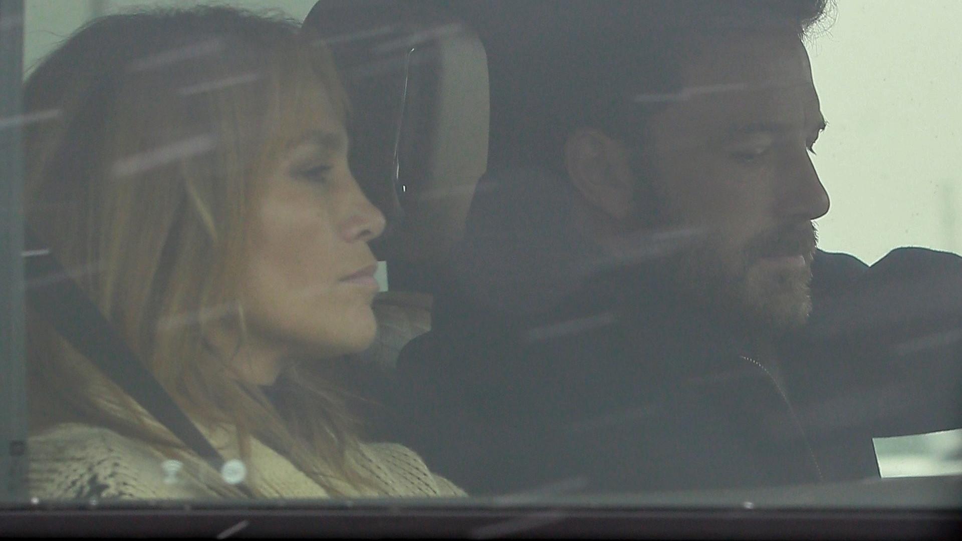 Jennifer Lopez i Ben Affleck polecieli razem na romantyczny weekend! Trzymali się za ręce (ZDJĘCIA)