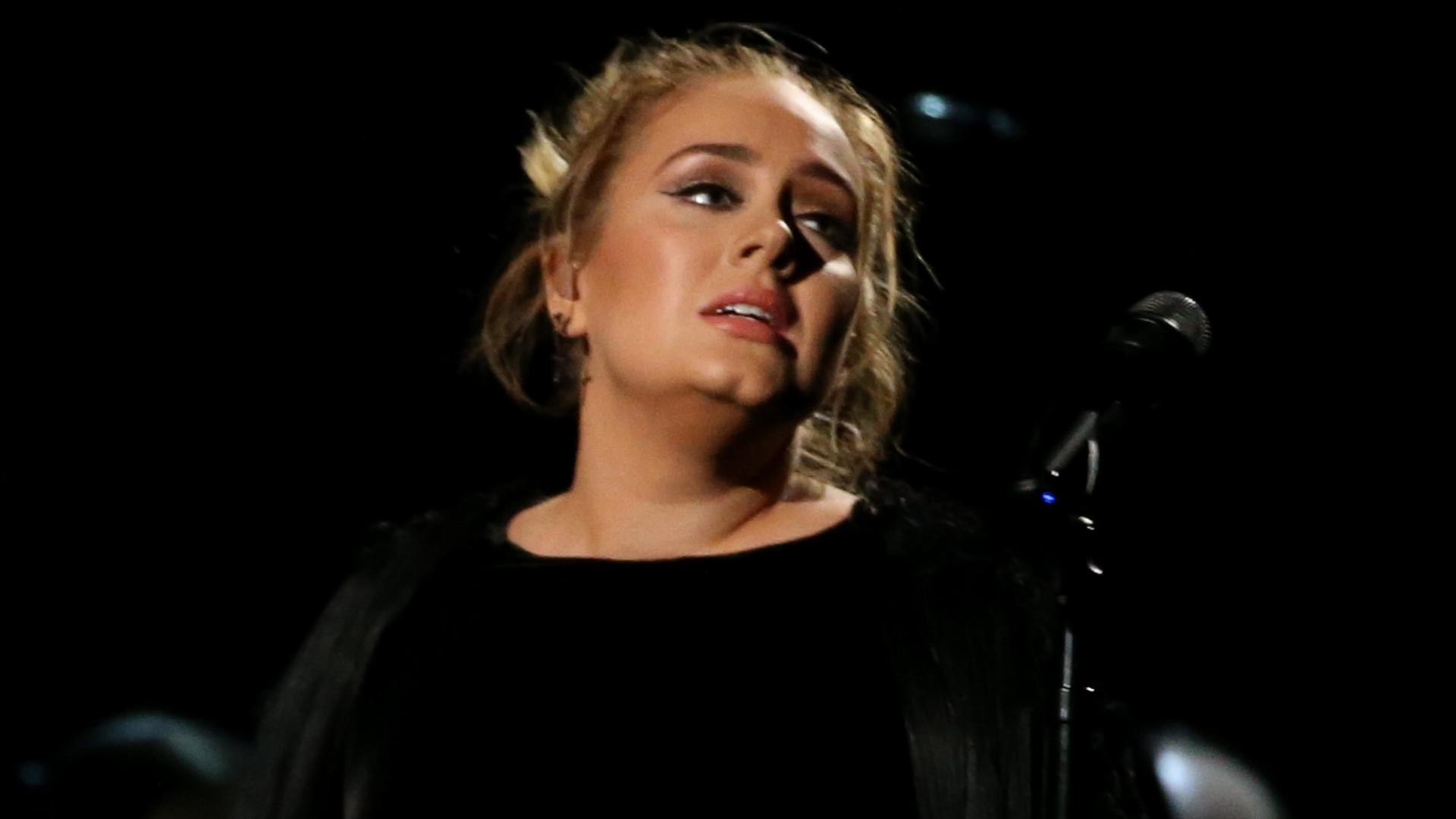 Nie żyje ojciec Adele. Wokalistka była z nim skłócona