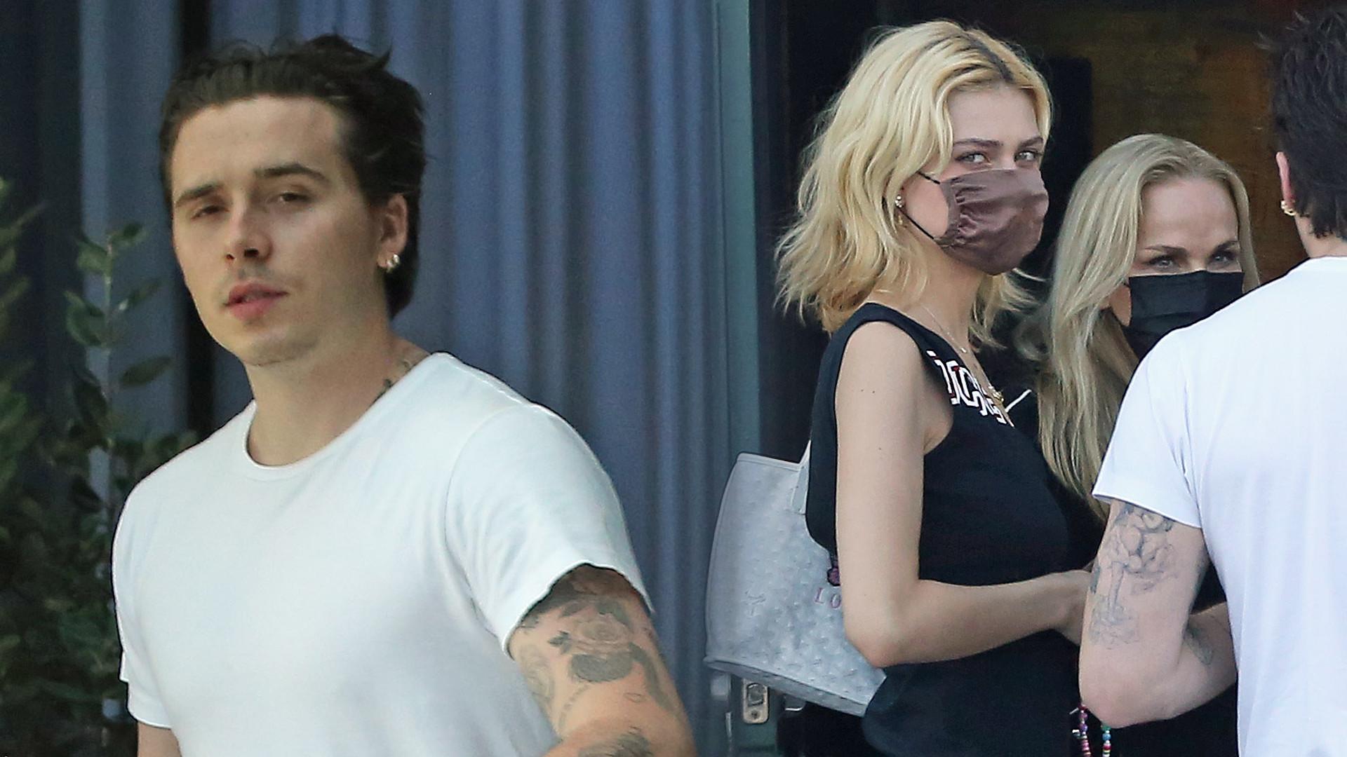 Brooklyn Beckham zabrał dziewczynę Nicolę Peltz i jej mamę do restauracji. Nie zachował się jak gentleman (ZDJĘCIA)
