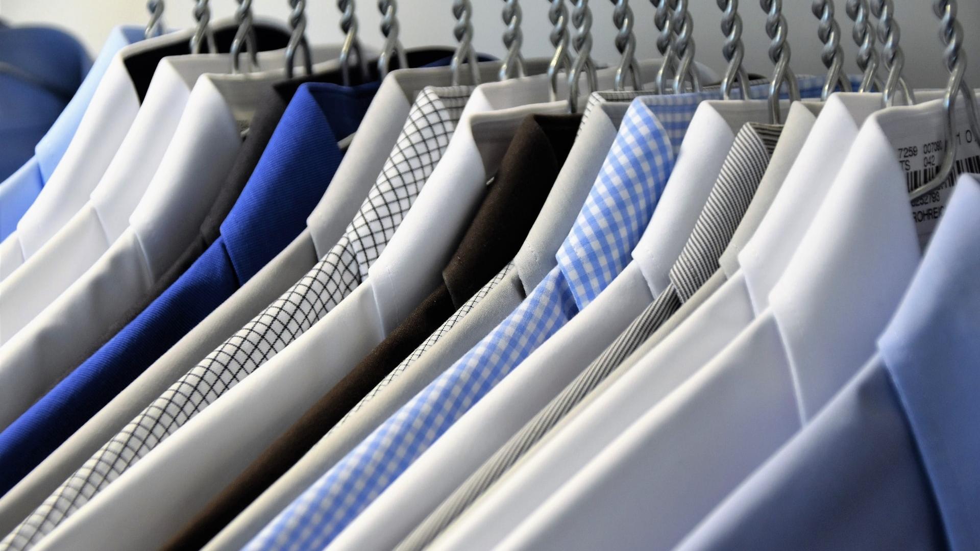 Wszystko, co potrzebujesz wiedzieć o koszulach. Najmodniejsze stylizacje i najlepsze klasyczne zestawienia