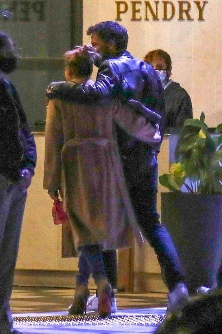 Jennifer Lopez i Ben Affleck w objęciach