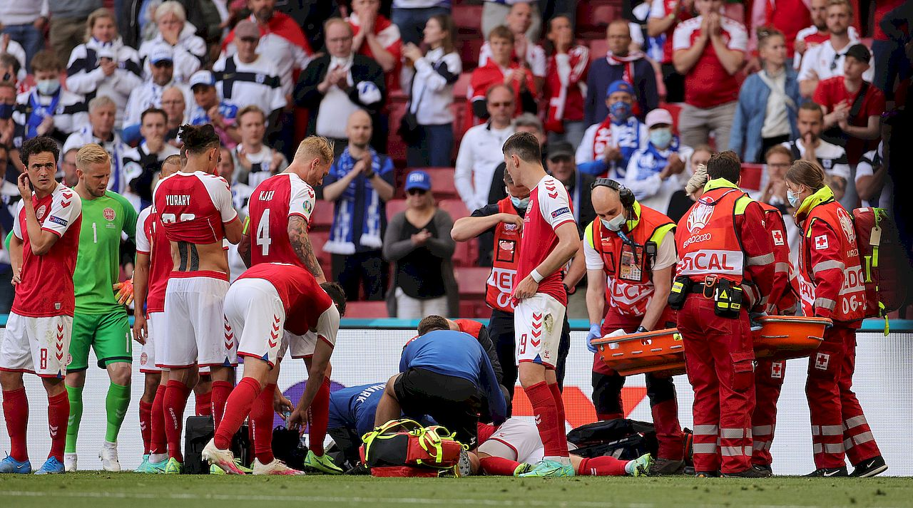Christian Eriksen upadł na boisku podczas Euro 2020