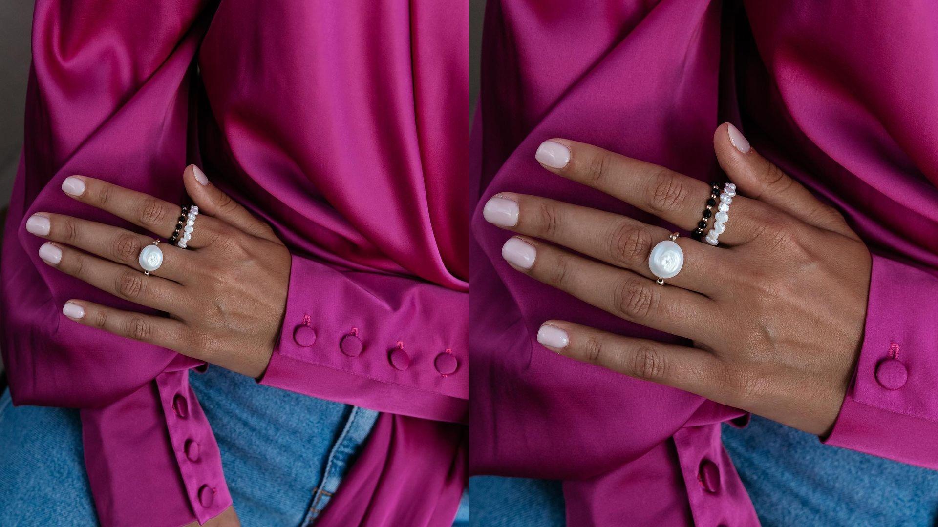 Jak nosić knuckle rings? Poznaj trend pierścionków do połowy palca