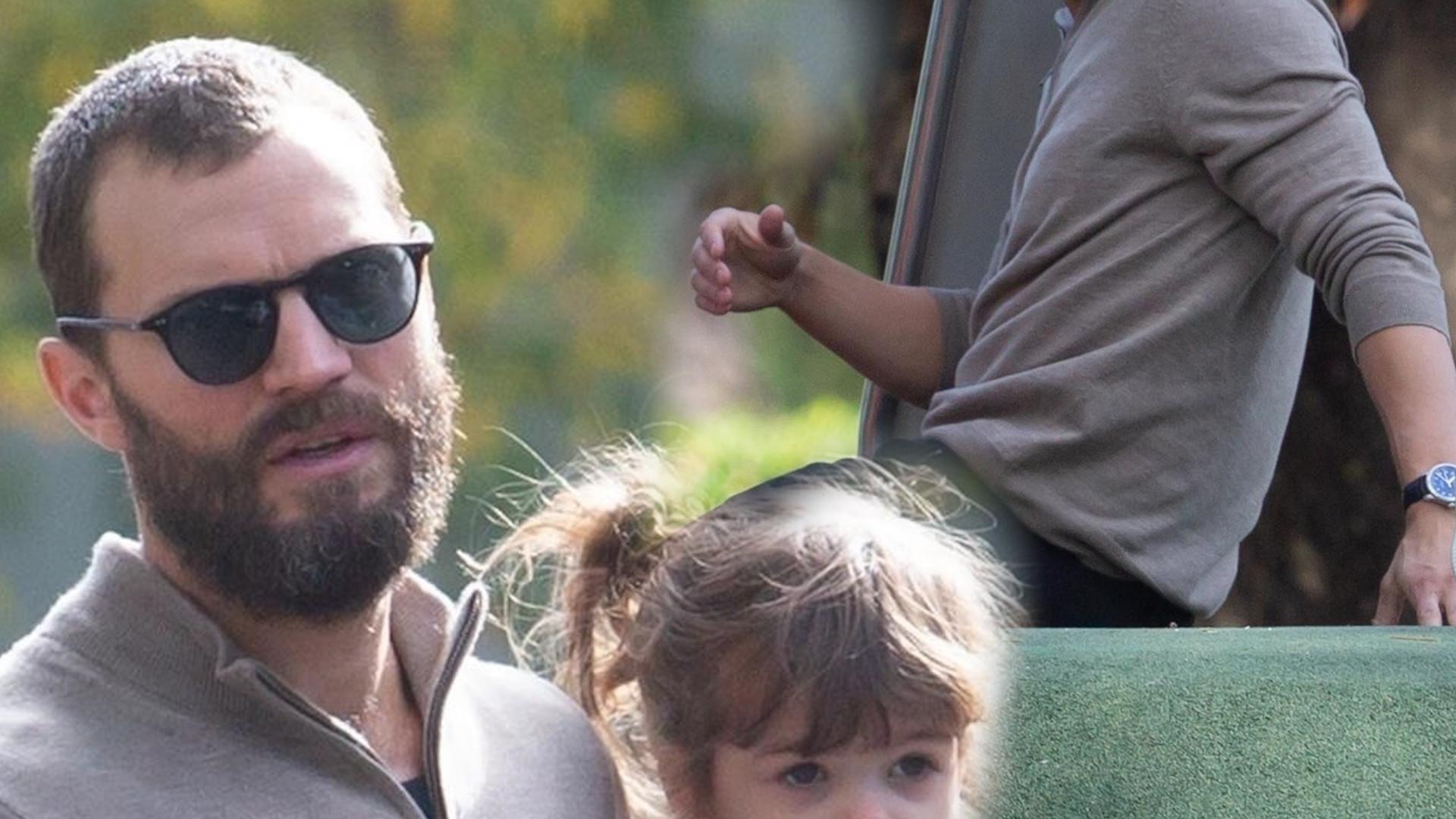 Jamie Dornan bawi się z dziećmi na placu zabaw (ZDJĘCIA)