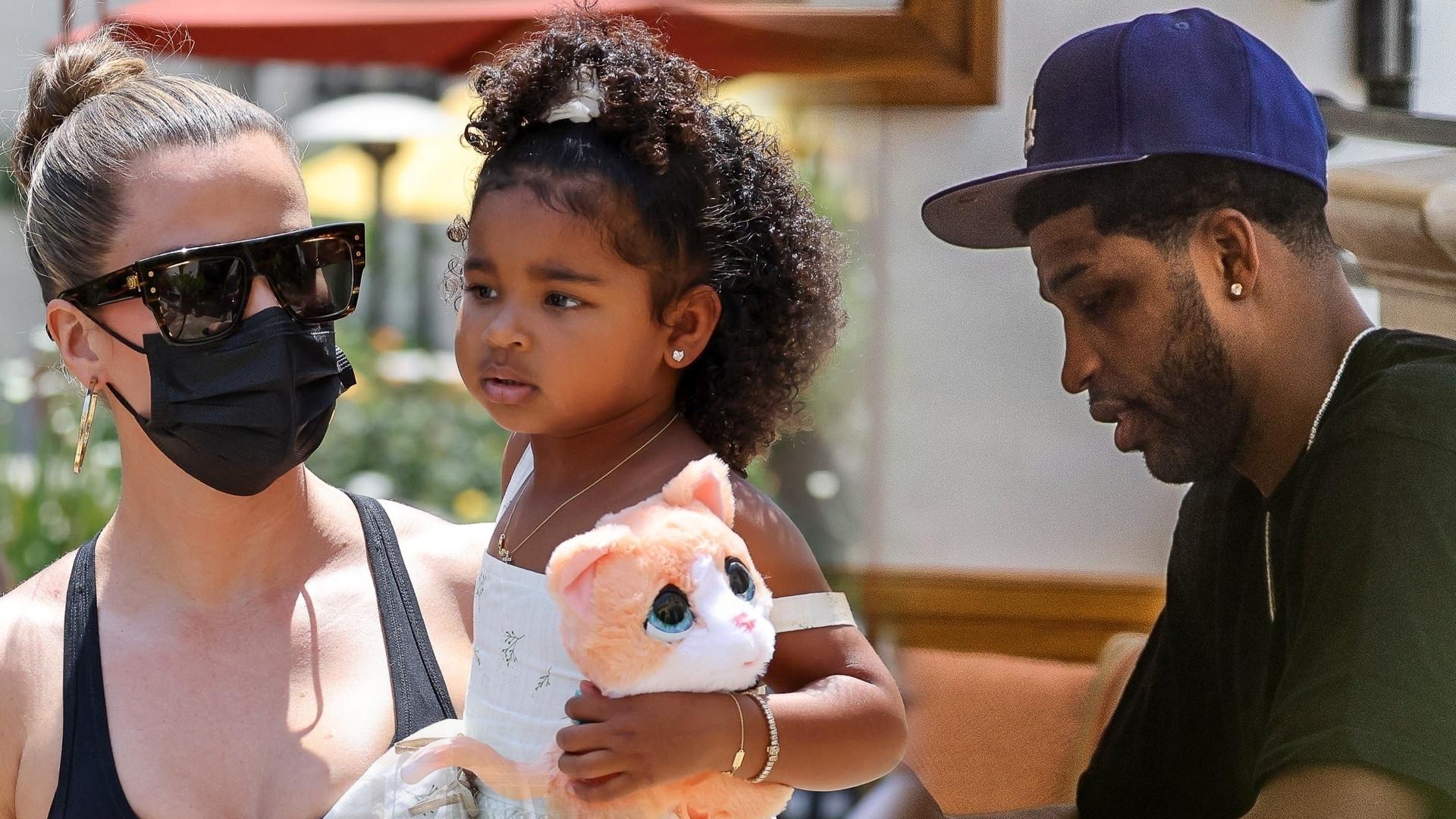 Khloe Kardashian z córką i Tristanem! Uwagę zwracał jeden szczegół na jej dłoni (ZDJĘCIA)