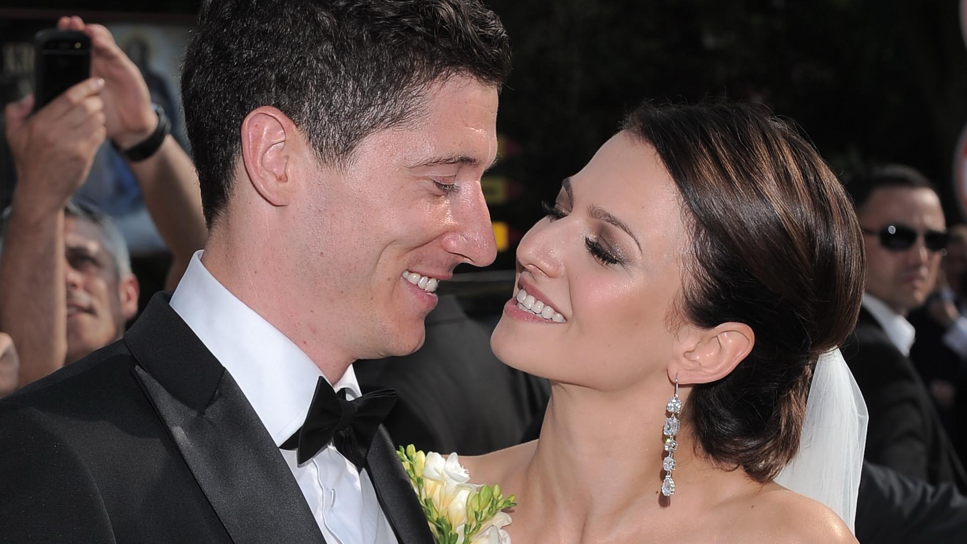 """Lewy zaskakuje wyznaniem w rocznicę ślubu: """"Jestem taki szczęśliwy"""""""