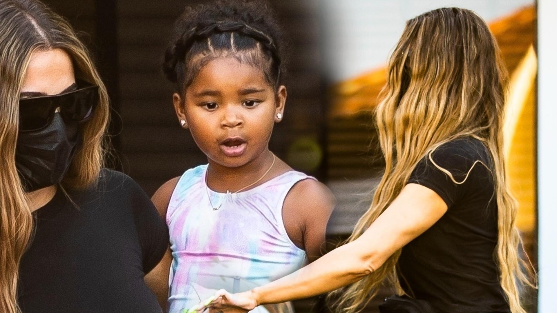 Khloe Kardashian zabrała True na zajęcia gimnastyczne. Uwagę zwracają dłonie celebrytki – nie ze względu na brak pierścionka (ZDJĘCIA)