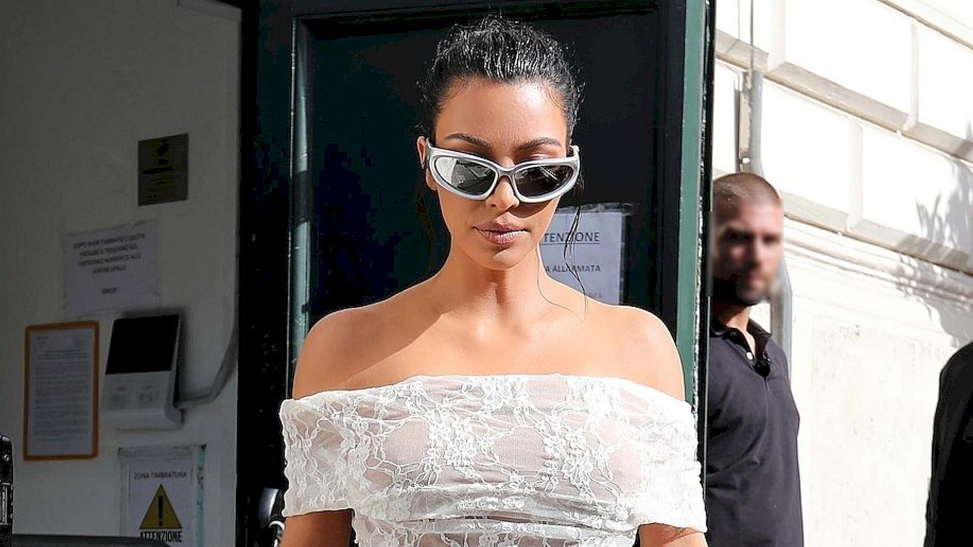 Kim Kardashian szokuje na wycieczce w Watykanie
