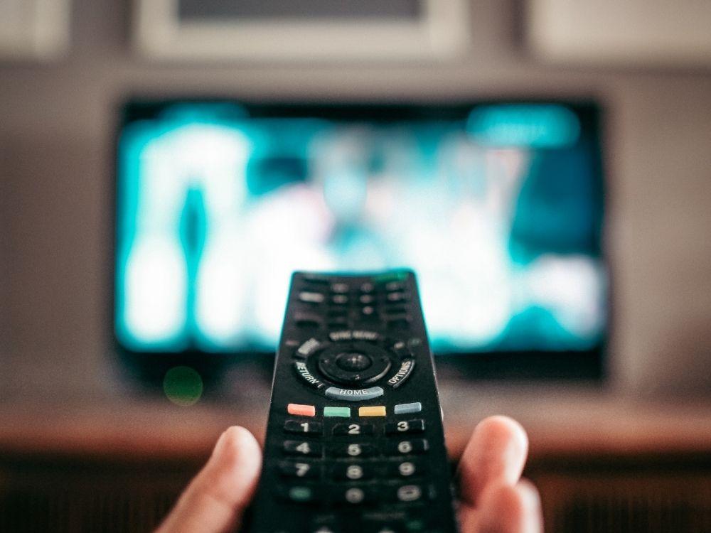 Filmy i seriale – oglądać w telewizji czy internecie?