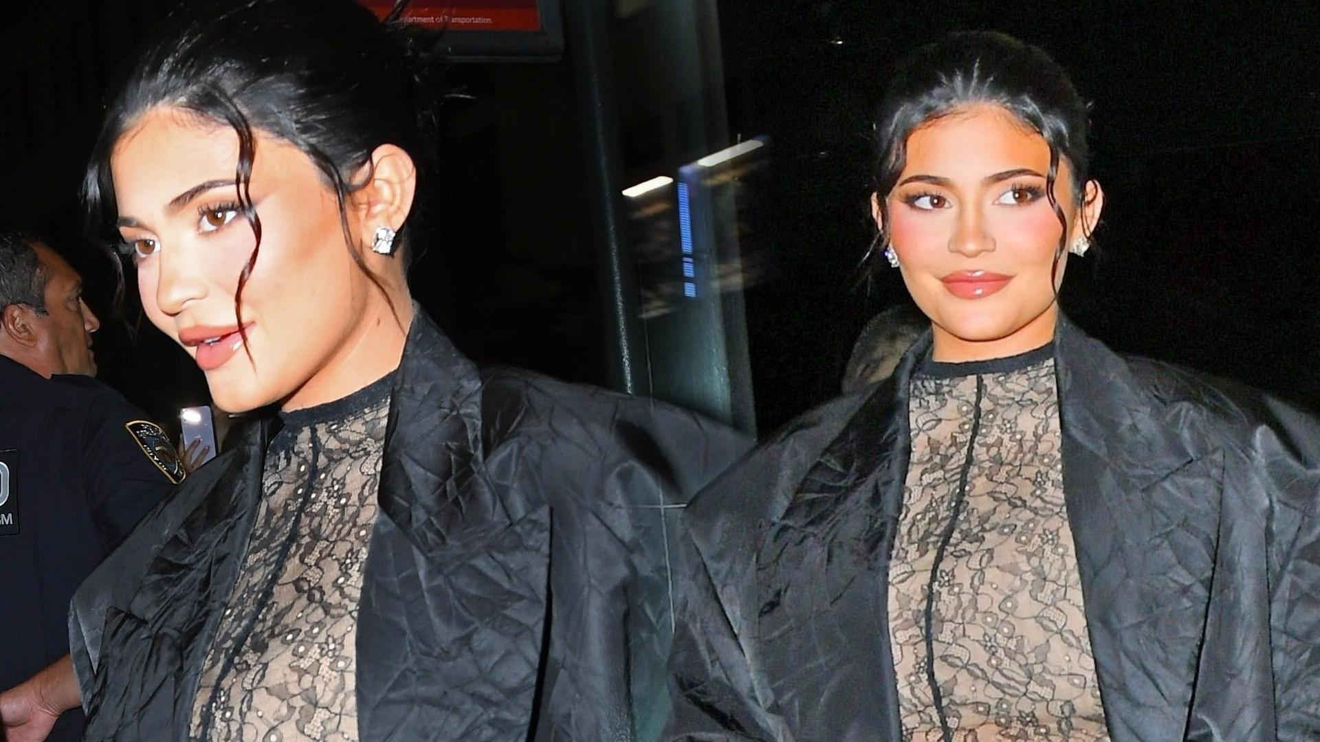 Kylie Jenner podkreśliła brzuszek w bardzo ODWAŻNEJ stylizacji. My jednak patrzymy na te buty… (ZDJĘCIA)