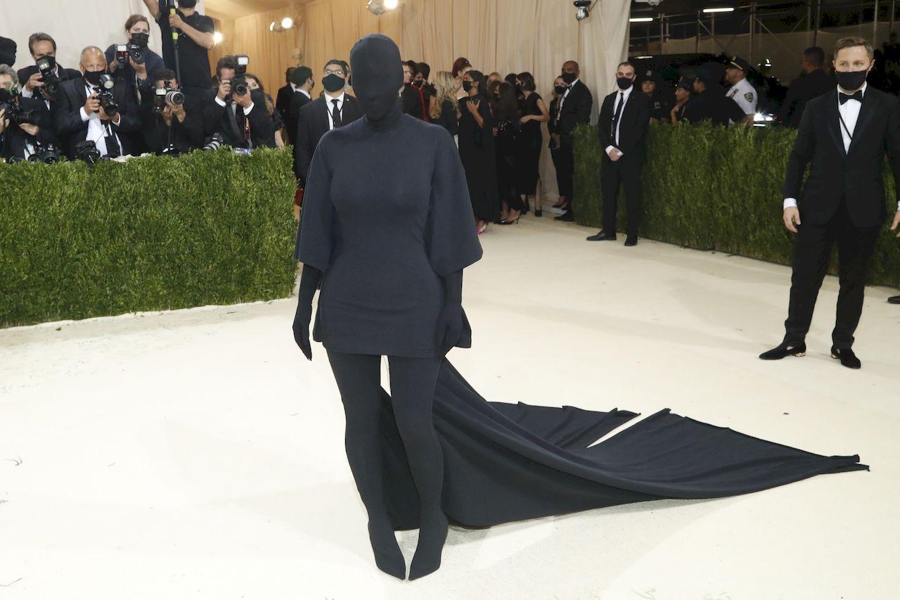 Kim Kardashian UJAWNIA, co znaczył jej dziwny strój