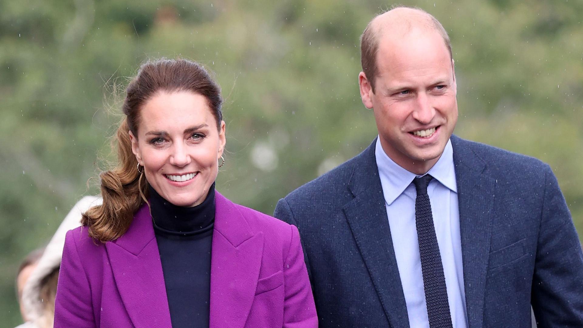 Wieczorem księżna Kate błyszczała w złotej kreacji, a dzisiaj pokazała się w modnym garniturze (ZDJĘCIA)