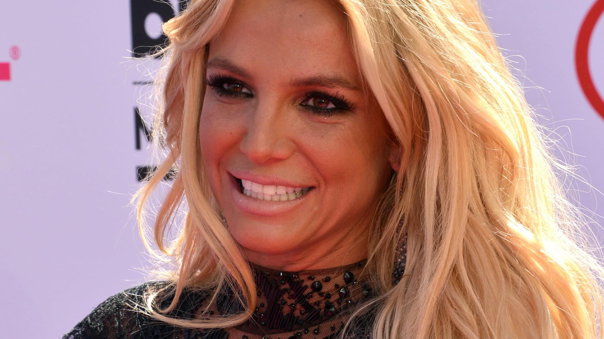 Britney Spears dodaje NAGIE zdjęcia na Instagram. Fani krytykują ją za nieudolne majstrowanie w Photoshopie
