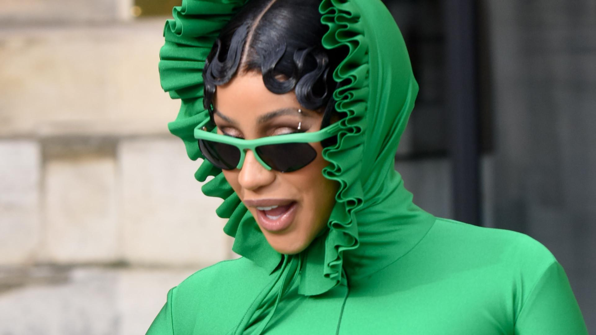 Ten look Cardi B z tygodnia mody w Paryżu to największa gwiazda memów